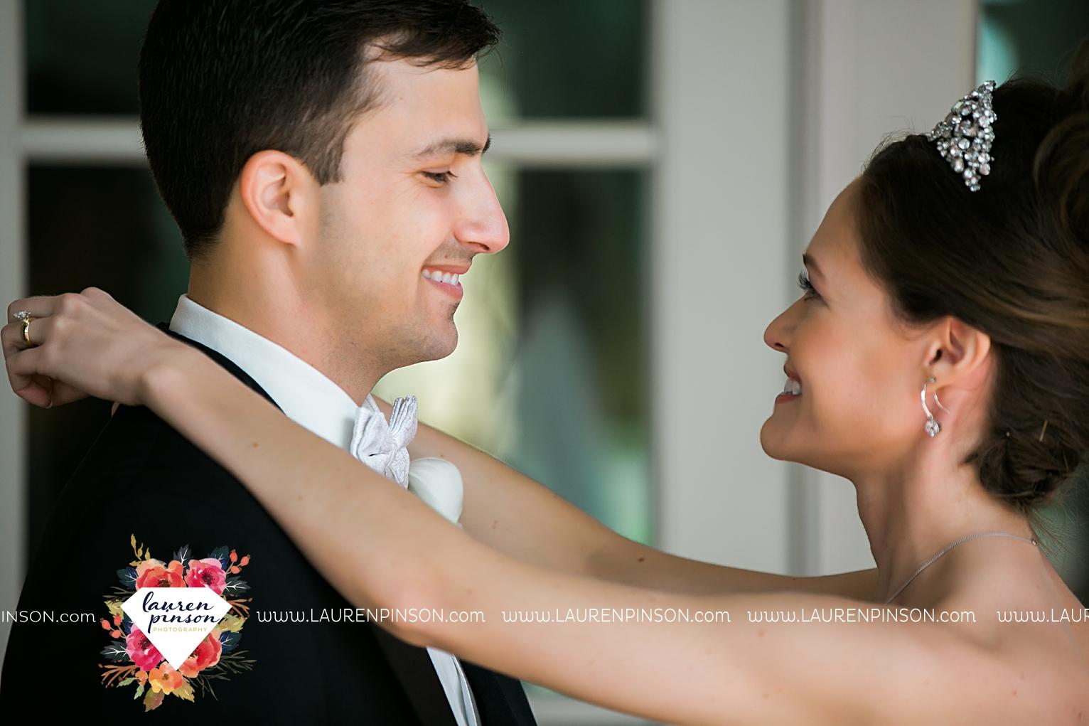 wichita-falls-texas-wedding-photographer-the-forum-by-the-kemp-mayfield-events-ulta-gold-glitter_2828.jpg