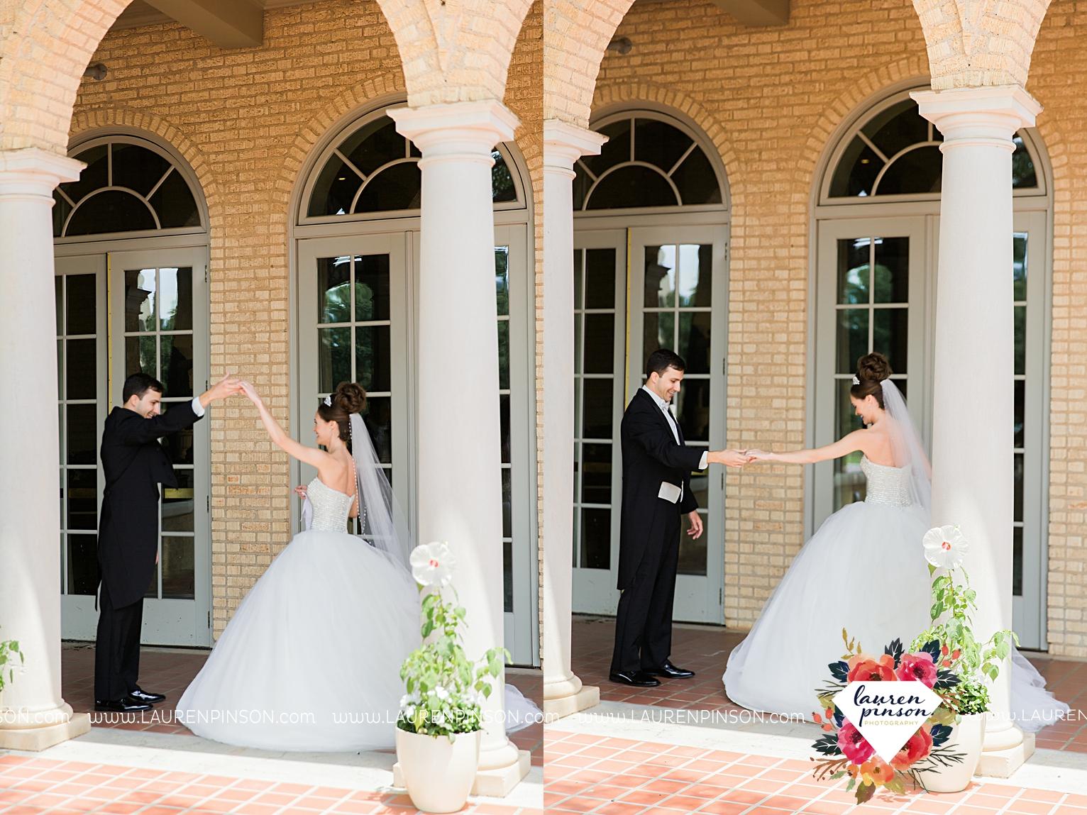wichita-falls-texas-wedding-photographer-the-forum-by-the-kemp-mayfield-events-ulta-gold-glitter_2827.jpg