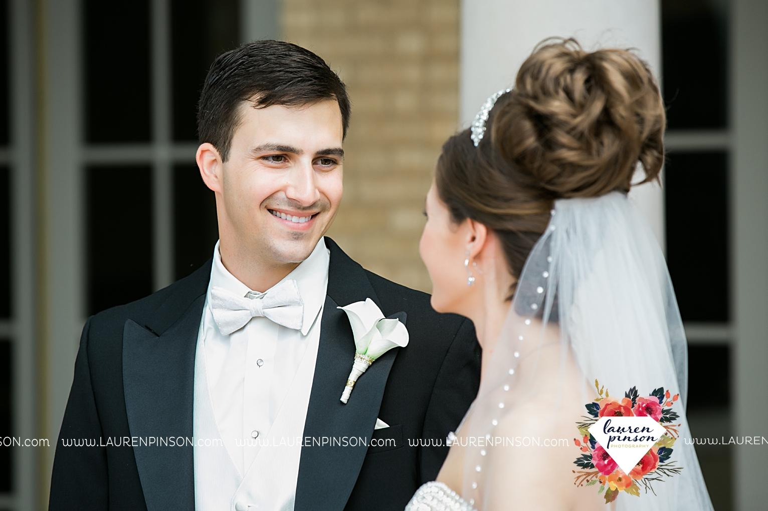 wichita-falls-texas-wedding-photographer-the-forum-by-the-kemp-mayfield-events-ulta-gold-glitter_2832.jpg