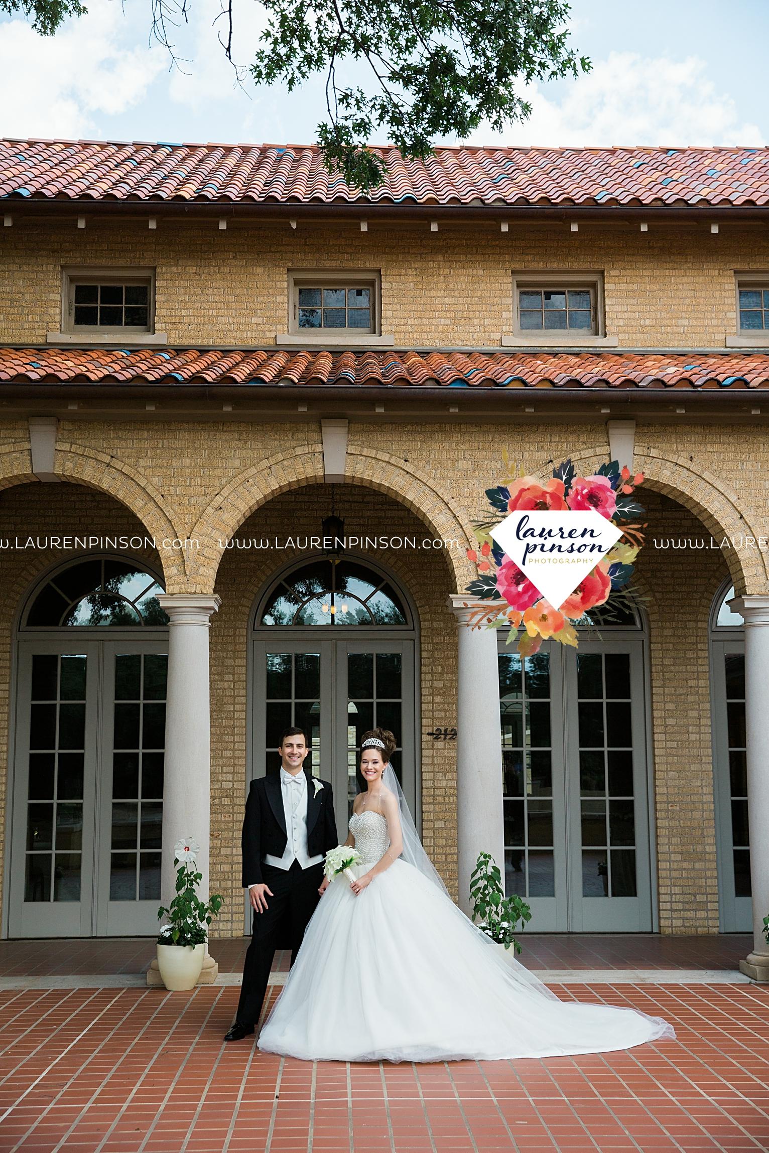 wichita-falls-texas-wedding-photographer-the-forum-by-the-kemp-mayfield-events-ulta-gold-glitter_2831.jpg