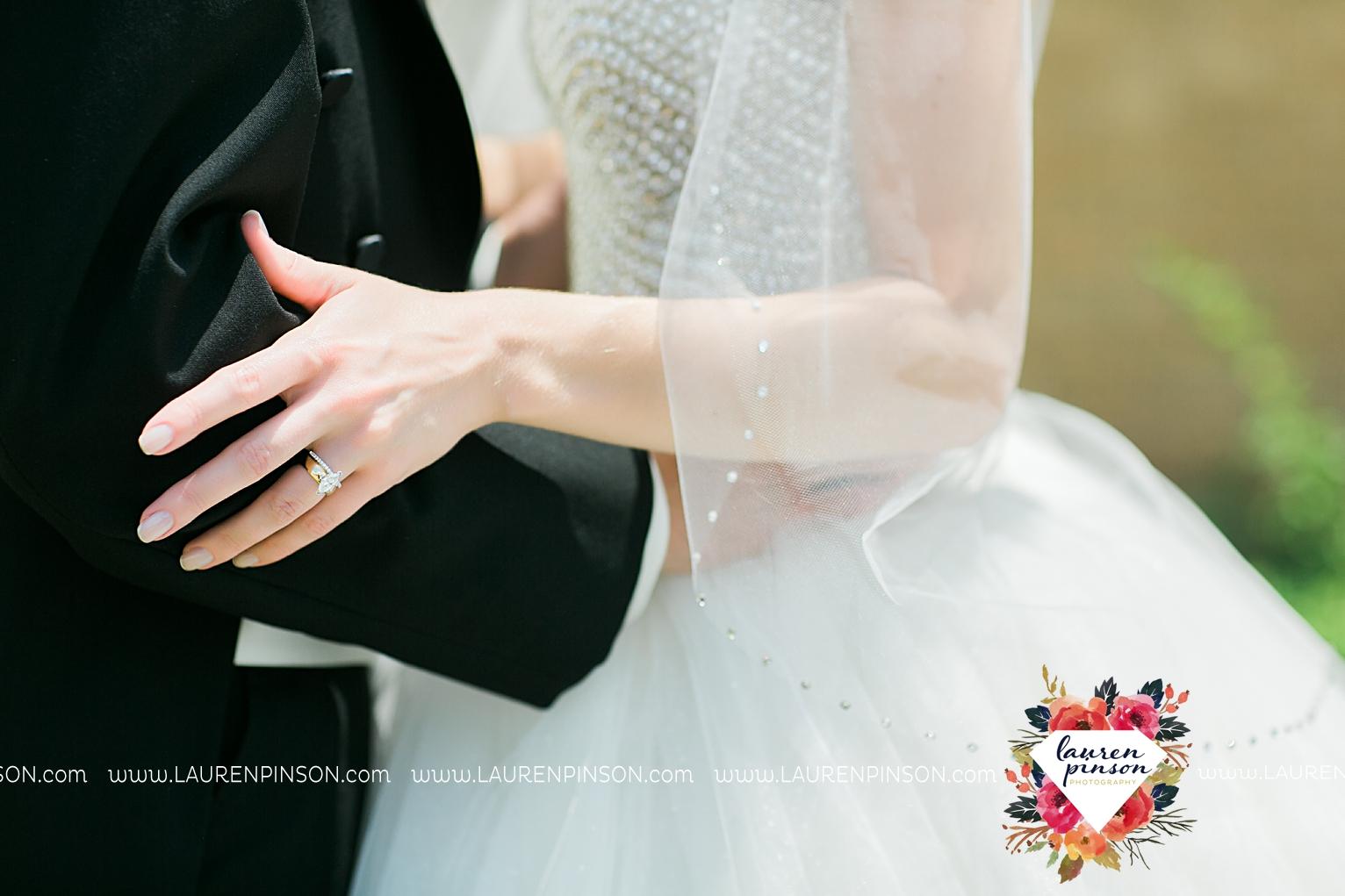 wichita-falls-texas-wedding-photographer-the-forum-by-the-kemp-mayfield-events-ulta-gold-glitter_2836.jpg