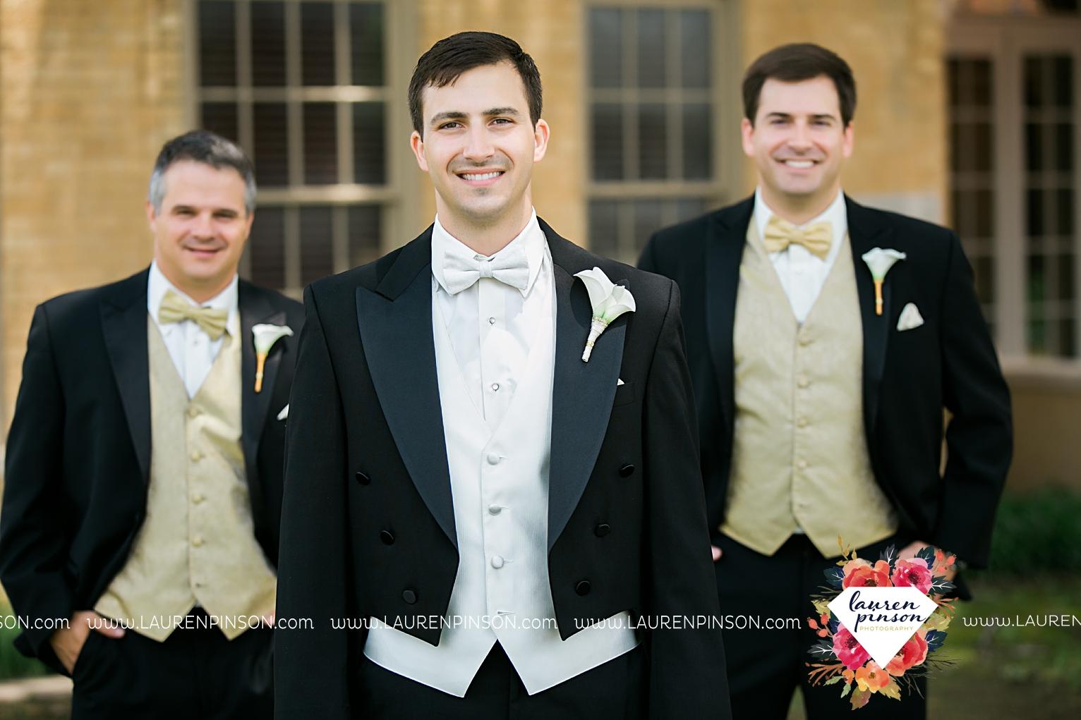 wichita-falls-texas-wedding-photographer-the-forum-by-the-kemp-mayfield-events-ulta-gold-glitter_2838.jpg