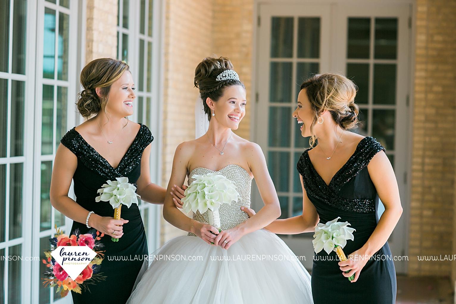 wichita-falls-texas-wedding-photographer-the-forum-by-the-kemp-mayfield-events-ulta-gold-glitter_2841.jpg