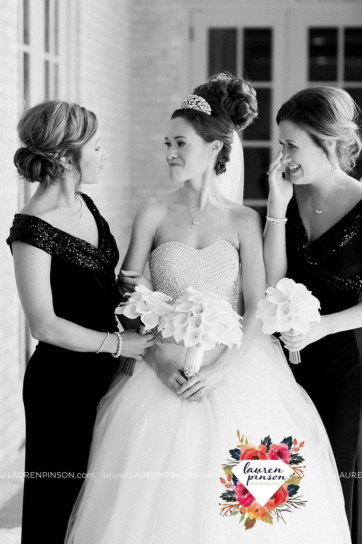 wichita-falls-texas-wedding-photographer-the-forum-by-the-kemp-mayfield-events-ulta-gold-glitter_2843.jpg