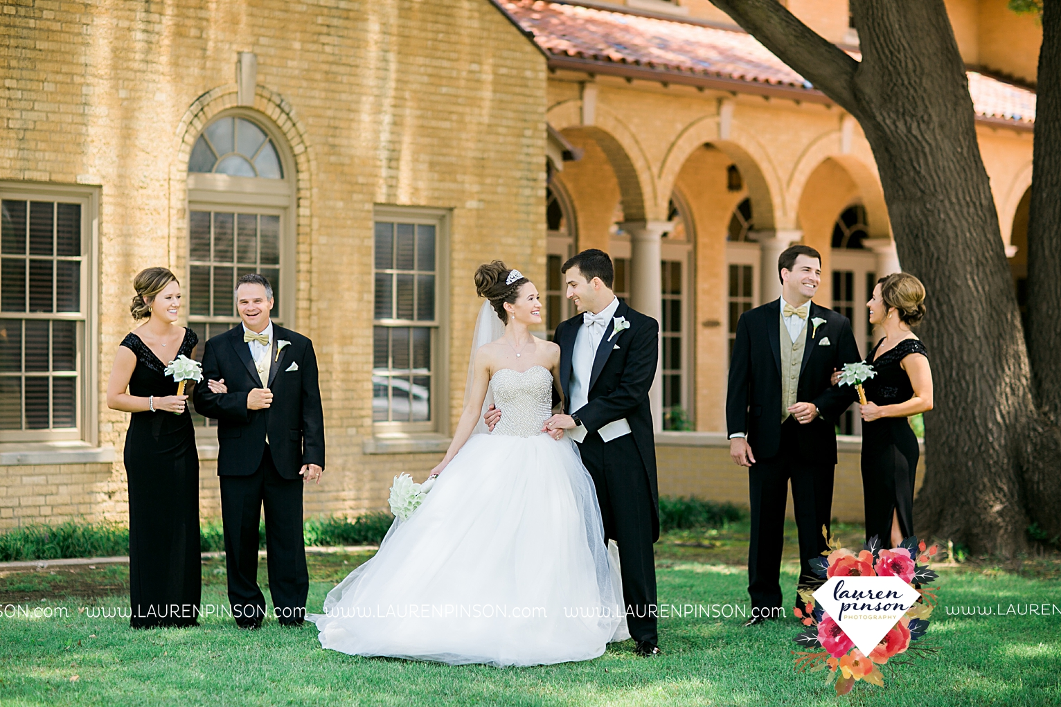 wichita-falls-texas-wedding-photographer-the-forum-by-the-kemp-mayfield-events-ulta-gold-glitter_2846.jpg