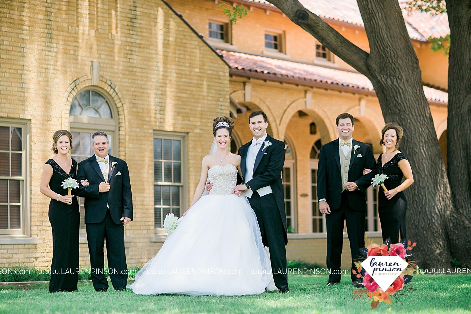 wichita-falls-texas-wedding-photographer-the-forum-by-the-kemp-mayfield-events-ulta-gold-glitter_2847.jpg