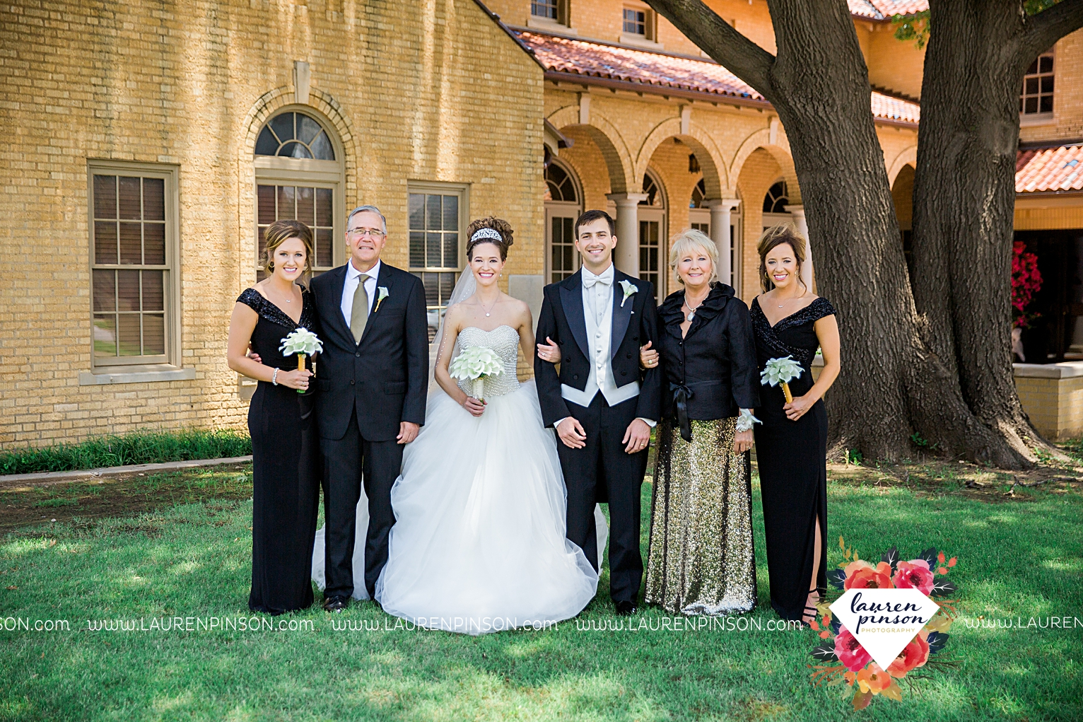 wichita-falls-texas-wedding-photographer-the-forum-by-the-kemp-mayfield-events-ulta-gold-glitter_2848.jpg
