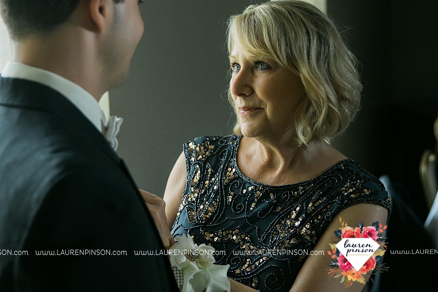 wichita-falls-texas-wedding-photographer-the-forum-by-the-kemp-mayfield-events-ulta-gold-glitter_2859.jpg