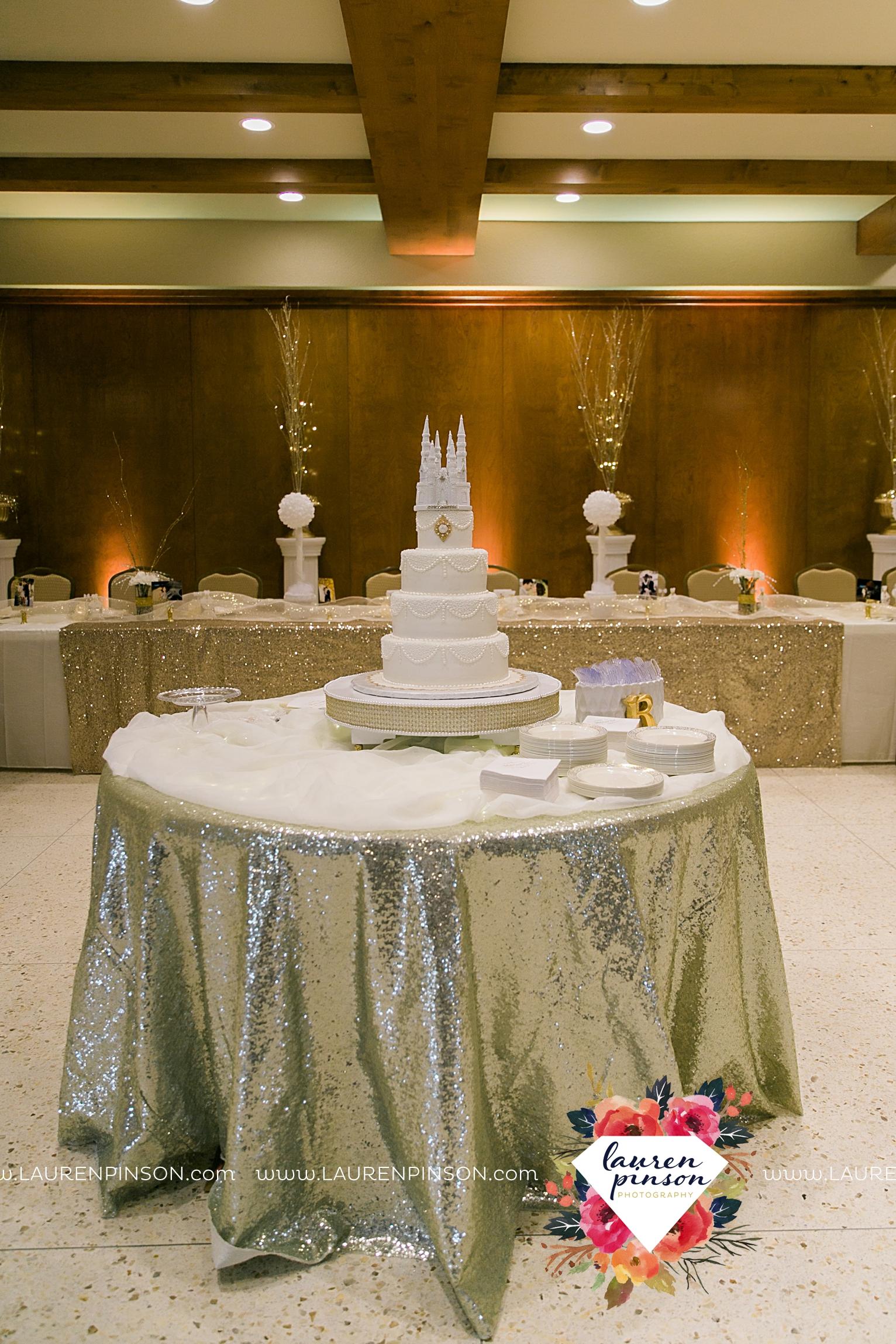 wichita-falls-texas-wedding-photographer-the-forum-by-the-kemp-mayfield-events-ulta-gold-glitter_2858.jpg