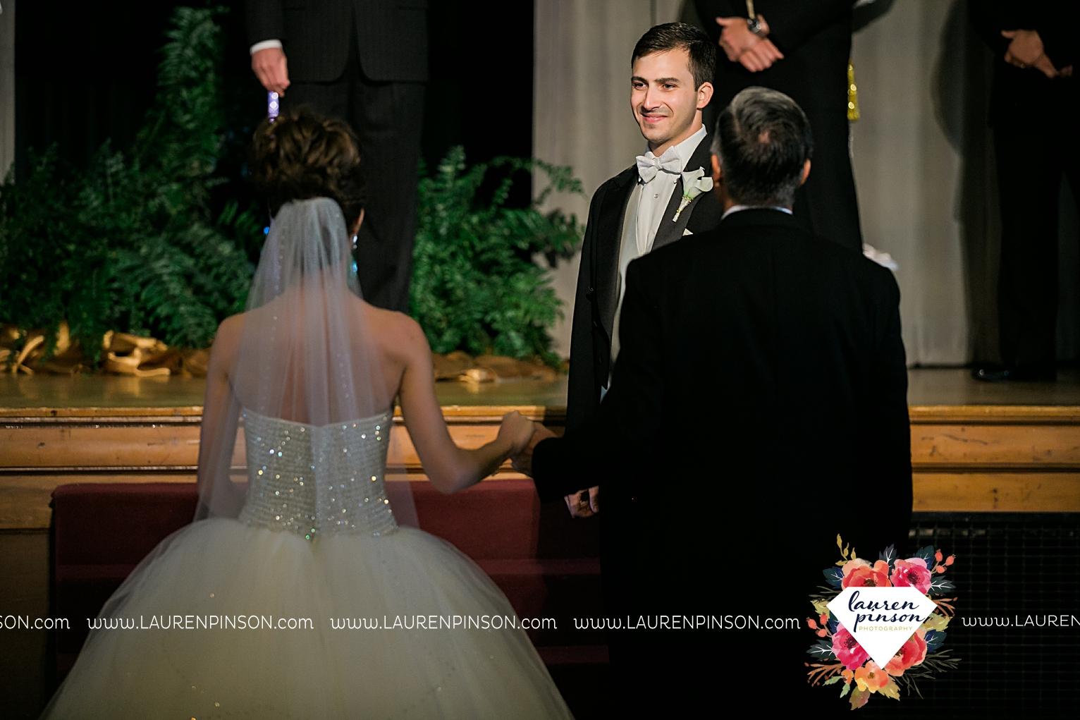 wichita-falls-texas-wedding-photographer-the-forum-by-the-kemp-mayfield-events-ulta-gold-glitter_2862.jpg