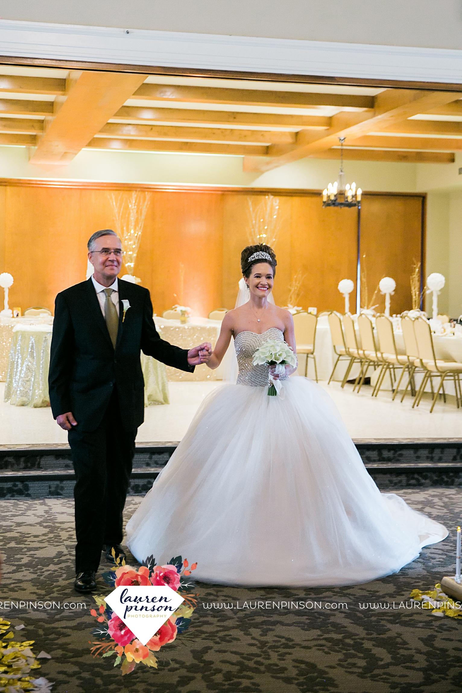 wichita-falls-texas-wedding-photographer-the-forum-by-the-kemp-mayfield-events-ulta-gold-glitter_2863.jpg
