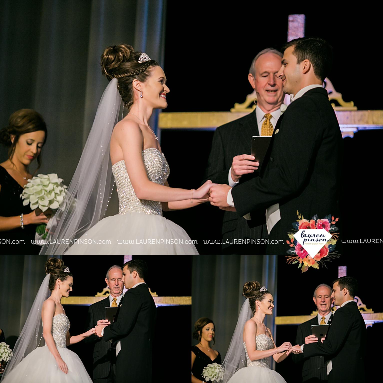 wichita-falls-texas-wedding-photographer-the-forum-by-the-kemp-mayfield-events-ulta-gold-glitter_2865.jpg
