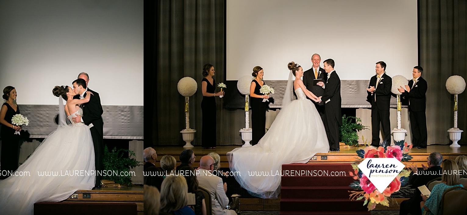 wichita-falls-texas-wedding-photographer-the-forum-by-the-kemp-mayfield-events-ulta-gold-glitter_2867.jpg