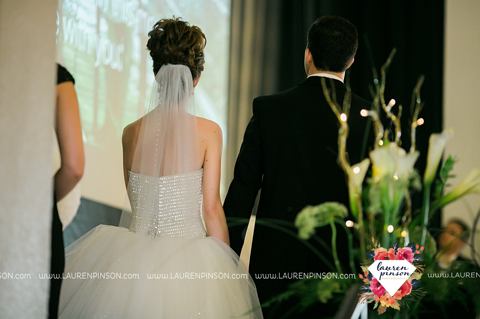 wichita-falls-texas-wedding-photographer-the-forum-by-the-kemp-mayfield-events-ulta-gold-glitter_2866.jpg
