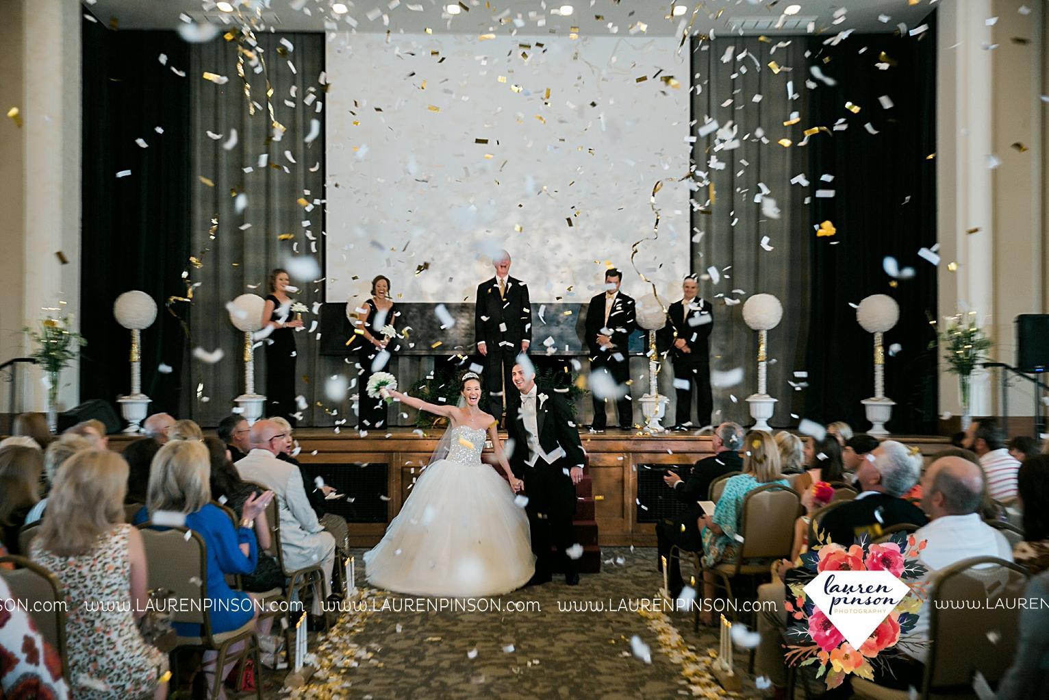 wichita-falls-texas-wedding-photographer-the-forum-by-the-kemp-mayfield-events-ulta-gold-glitter_2869.jpg