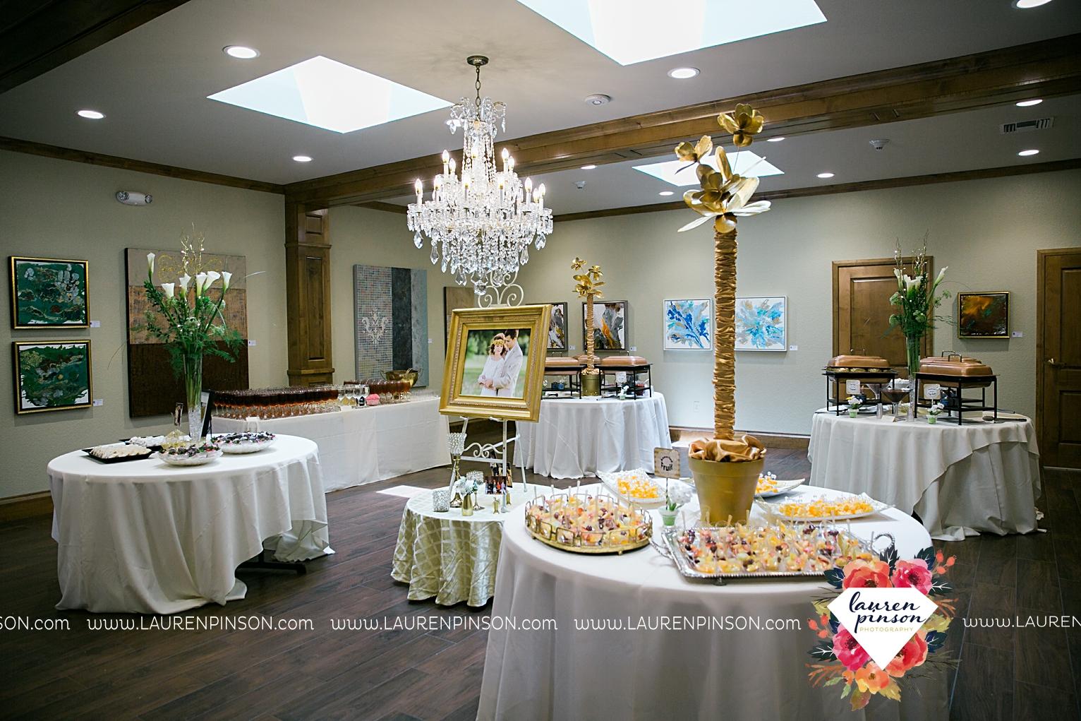 wichita-falls-texas-wedding-photographer-the-forum-by-the-kemp-mayfield-events-ulta-gold-glitter_2873.jpg