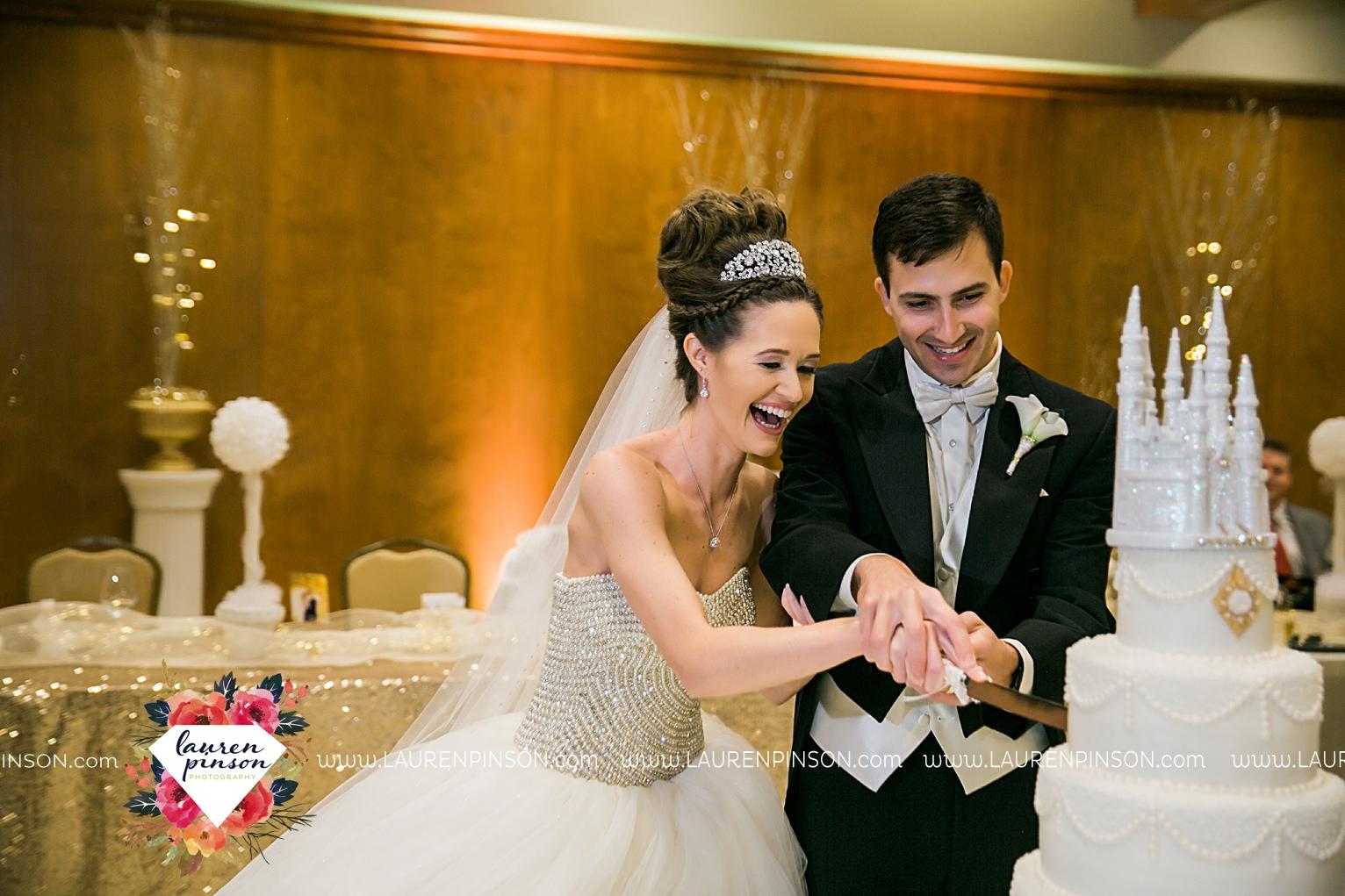 wichita-falls-texas-wedding-photographer-the-forum-by-the-kemp-mayfield-events-ulta-gold-glitter_2876.jpg
