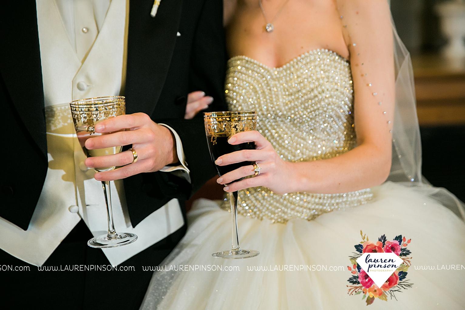 wichita-falls-texas-wedding-photographer-the-forum-by-the-kemp-mayfield-events-ulta-gold-glitter_2878.jpg