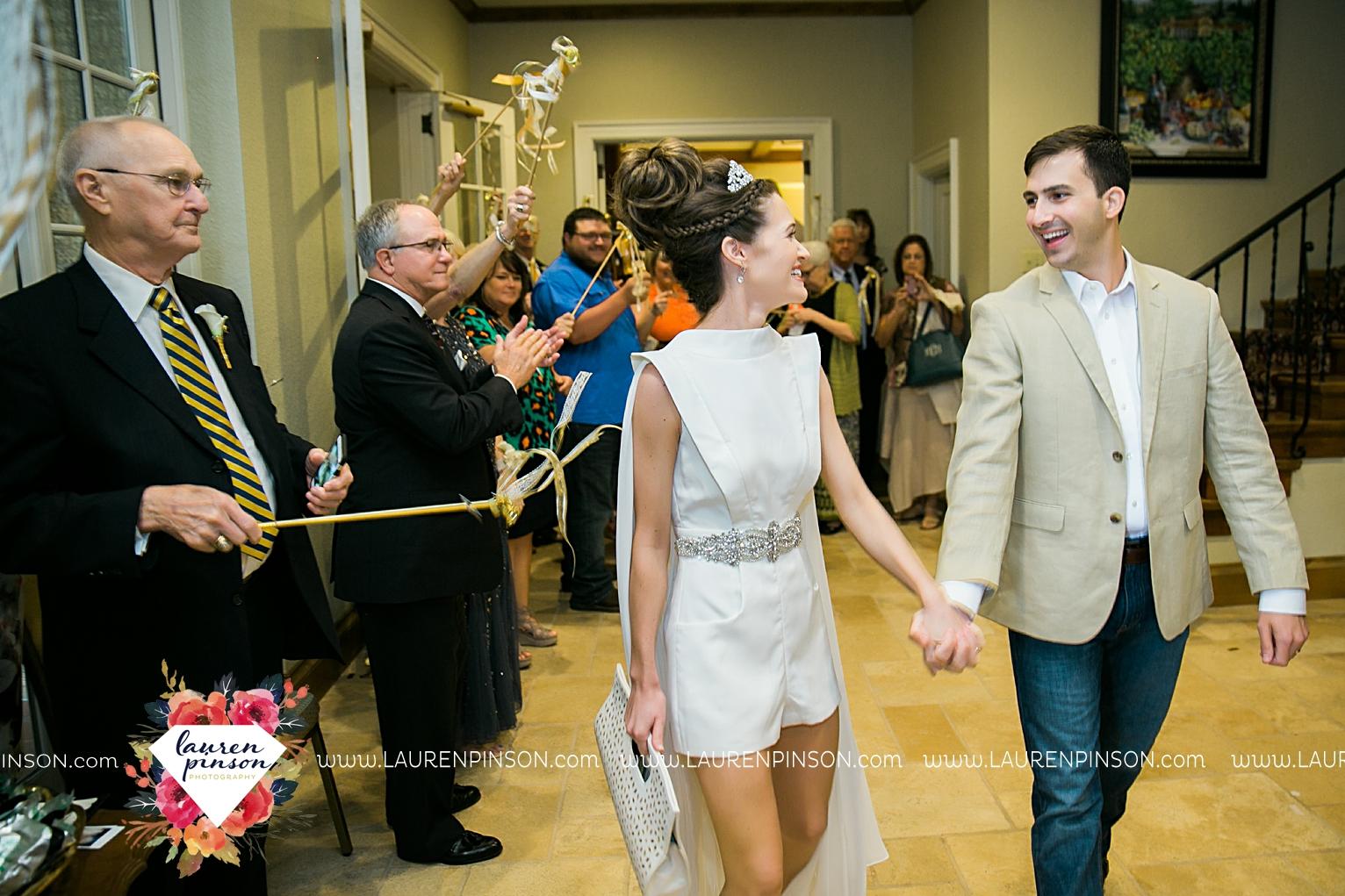 wichita-falls-texas-wedding-photographer-the-forum-by-the-kemp-mayfield-events-ulta-gold-glitter_2881.jpg