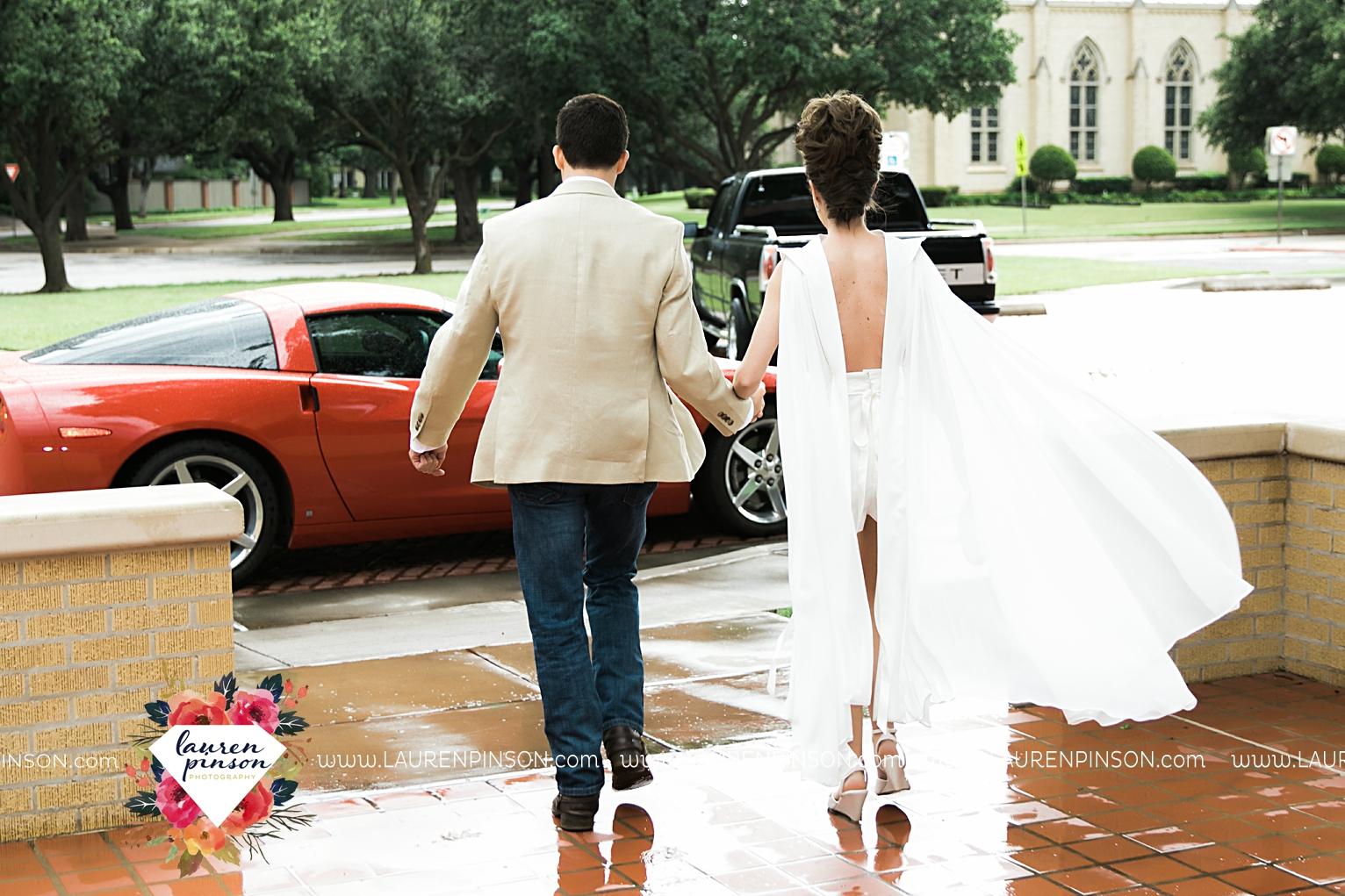 wichita-falls-texas-wedding-photographer-the-forum-by-the-kemp-mayfield-events-ulta-gold-glitter_2882.jpg