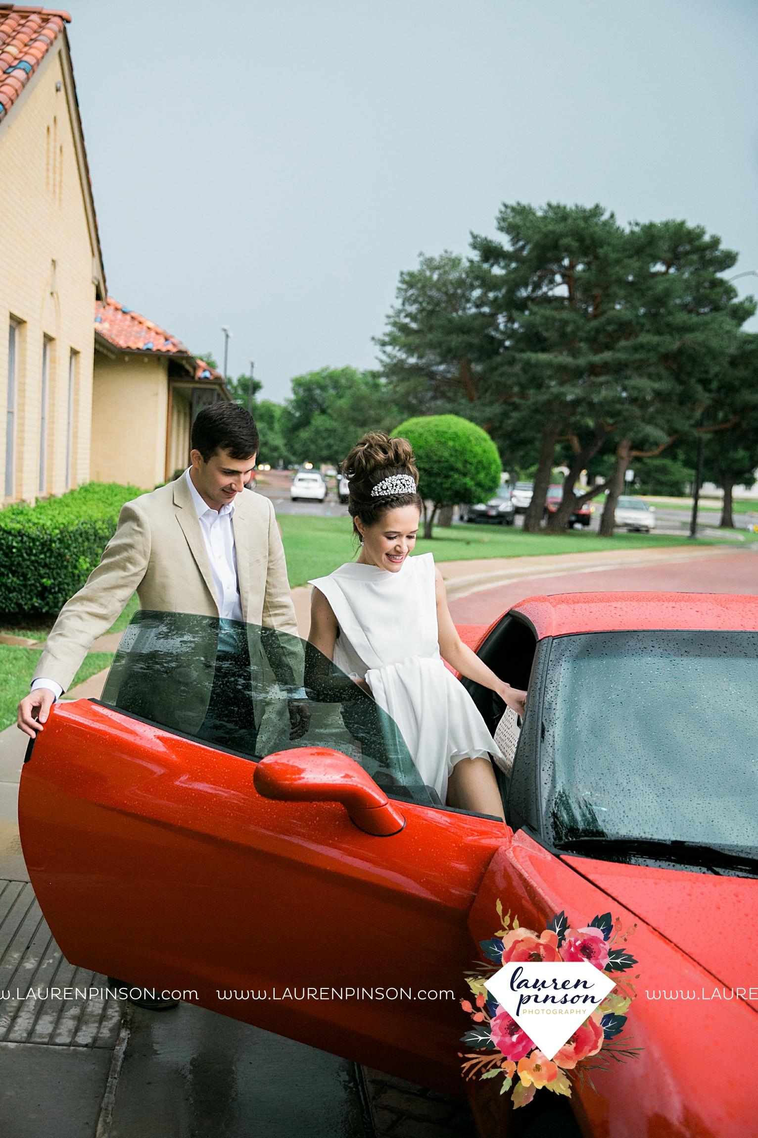 wichita-falls-texas-wedding-photographer-the-forum-by-the-kemp-mayfield-events-ulta-gold-glitter_2883.jpg