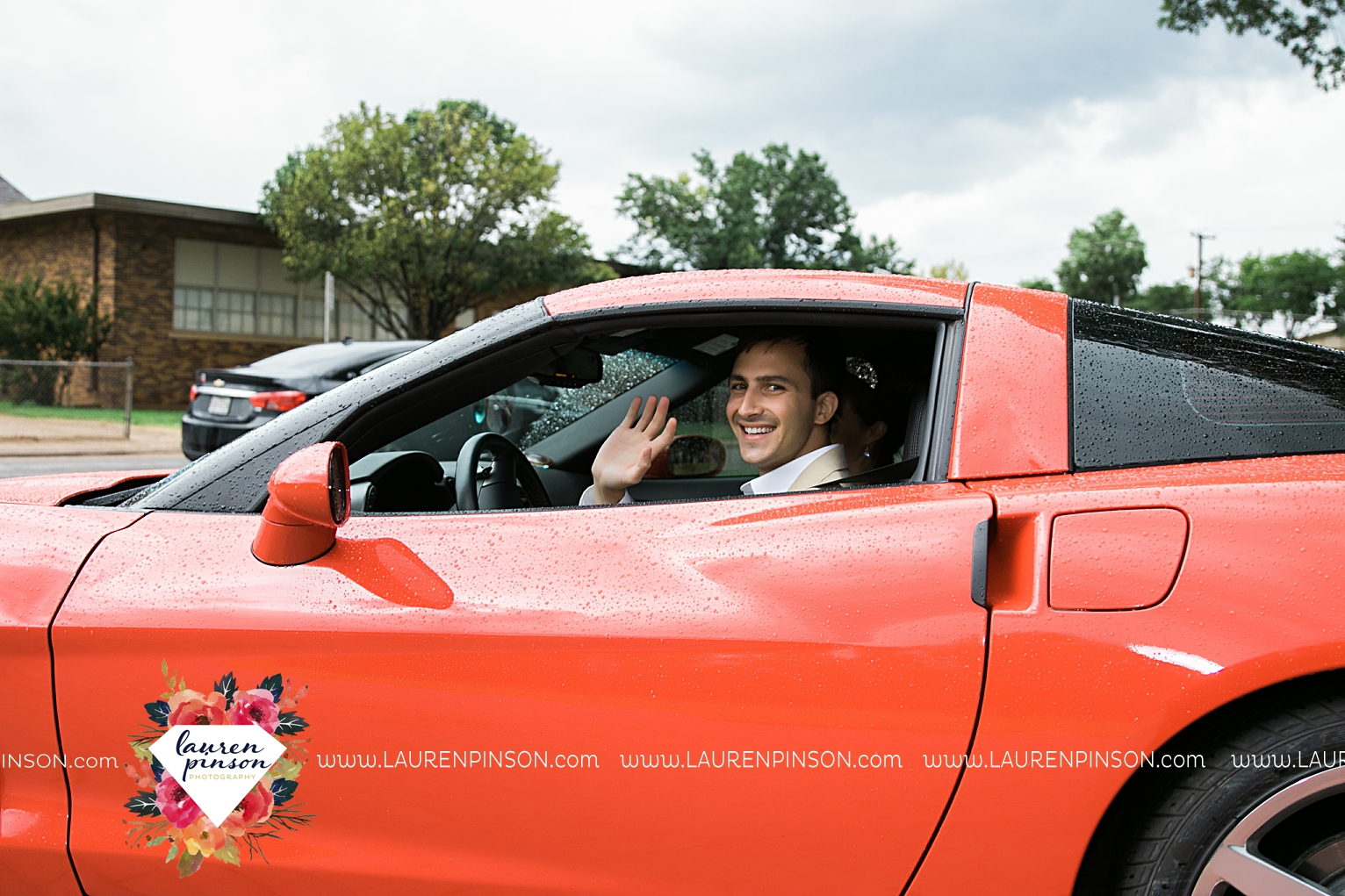 wichita-falls-texas-wedding-photographer-the-forum-by-the-kemp-mayfield-events-ulta-gold-glitter_2885.jpg