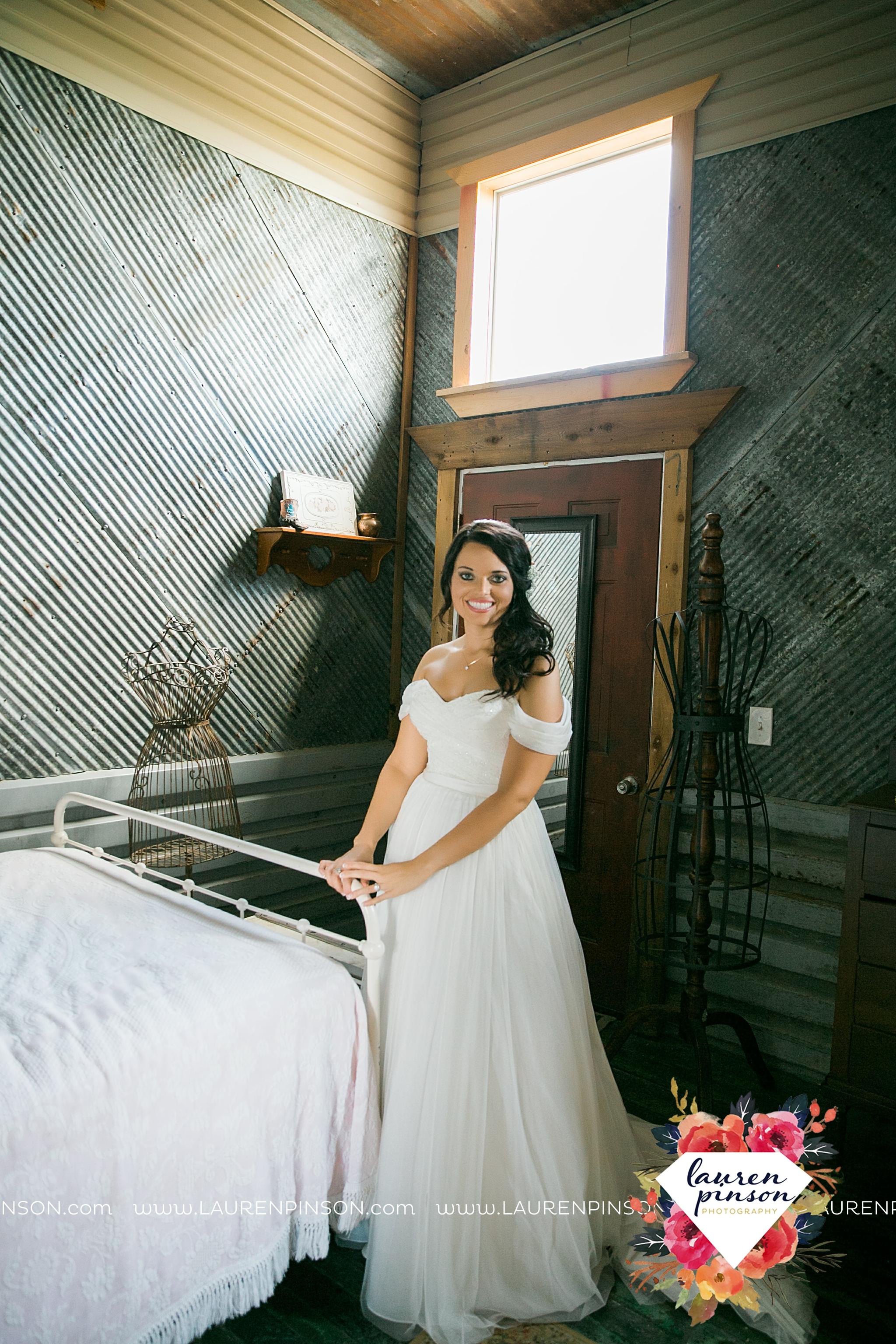 jones-barn-willow-creek-ranch-wedding-in-cleburne-texas-fort-worth-dfw-wichita-falls-wedding-photography_3197.jpg