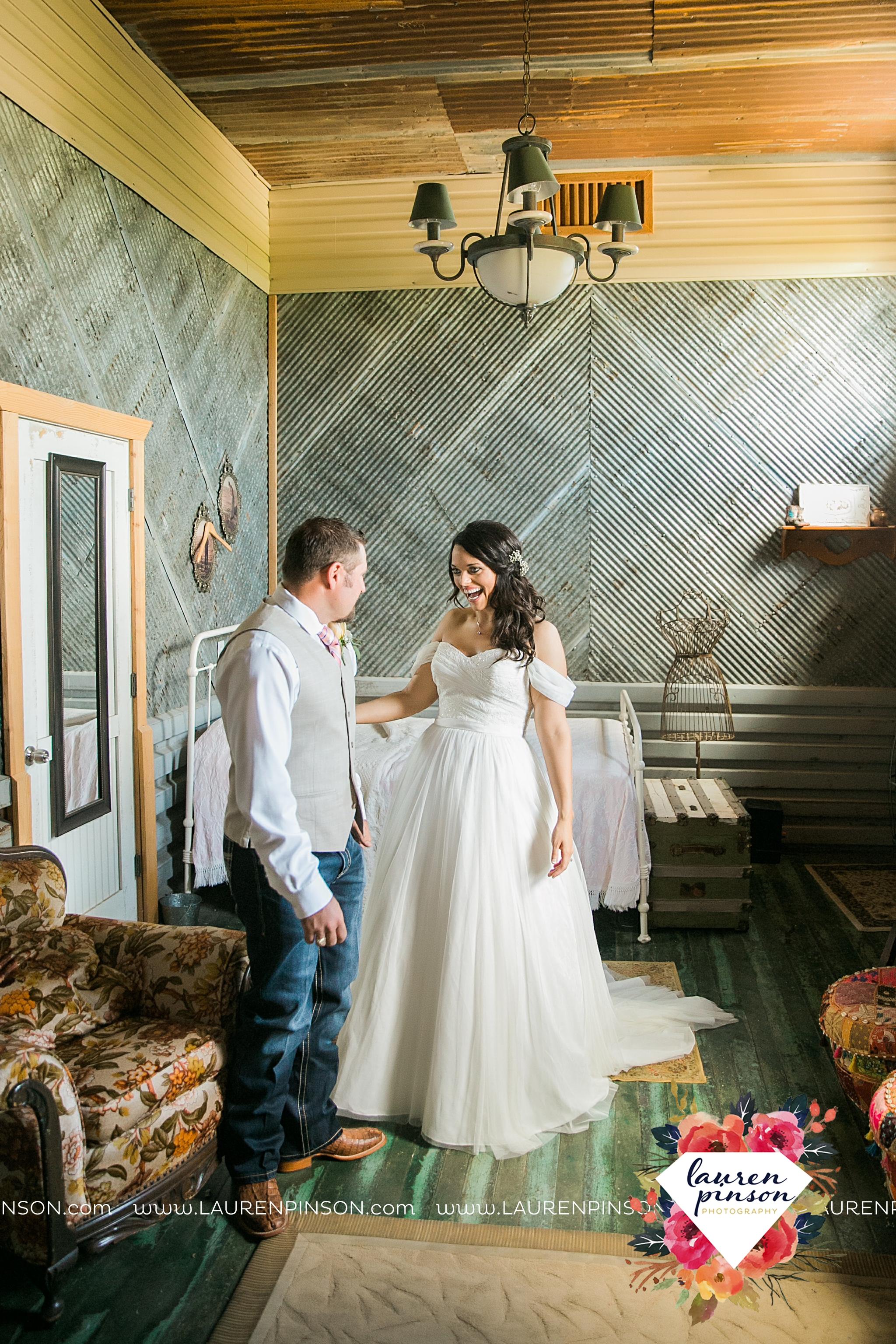 jones-barn-willow-creek-ranch-wedding-in-cleburne-texas-fort-worth-dfw-wichita-falls-wedding-photography_3198.jpg