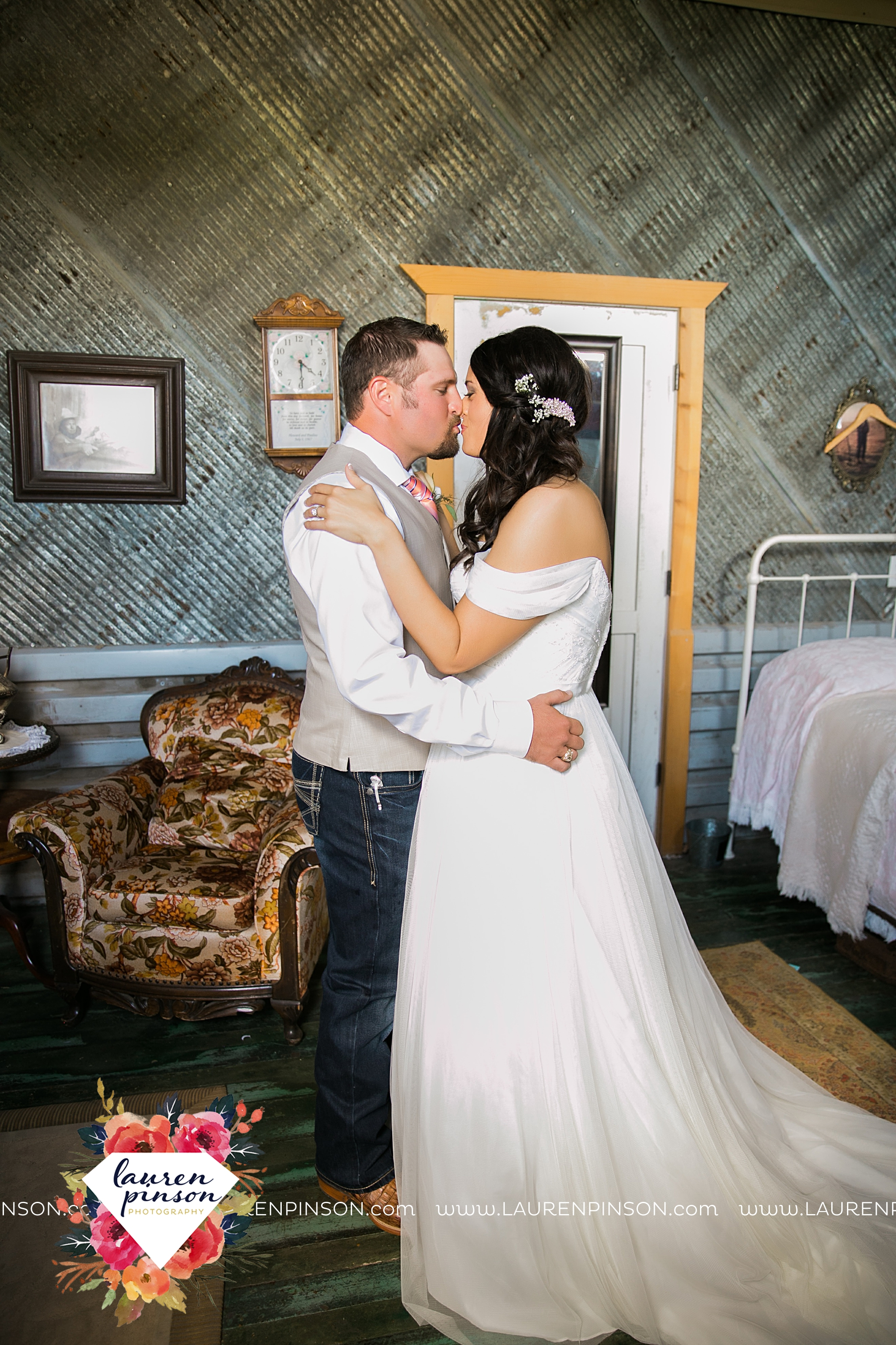 jones-barn-willow-creek-ranch-wedding-in-cleburne-texas-fort-worth-dfw-wichita-falls-wedding-photography_3201.jpg