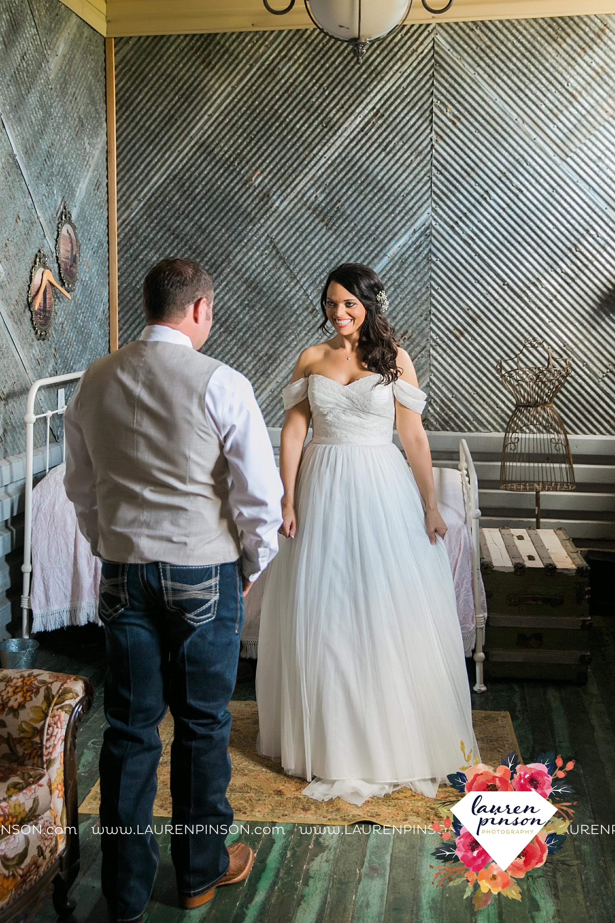 jones-barn-willow-creek-ranch-wedding-in-cleburne-texas-fort-worth-dfw-wichita-falls-wedding-photography_3202.jpg