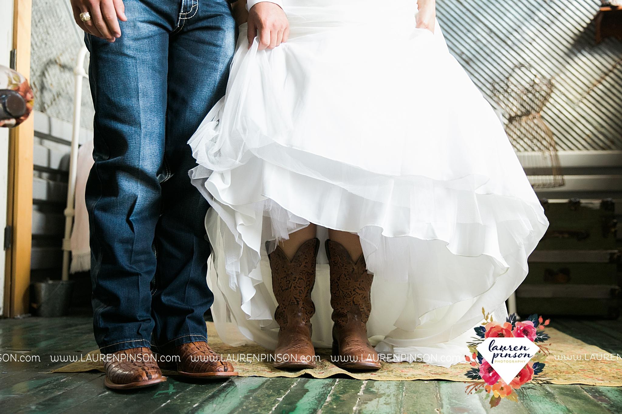jones-barn-willow-creek-ranch-wedding-in-cleburne-texas-fort-worth-dfw-wichita-falls-wedding-photography_3204.jpg
