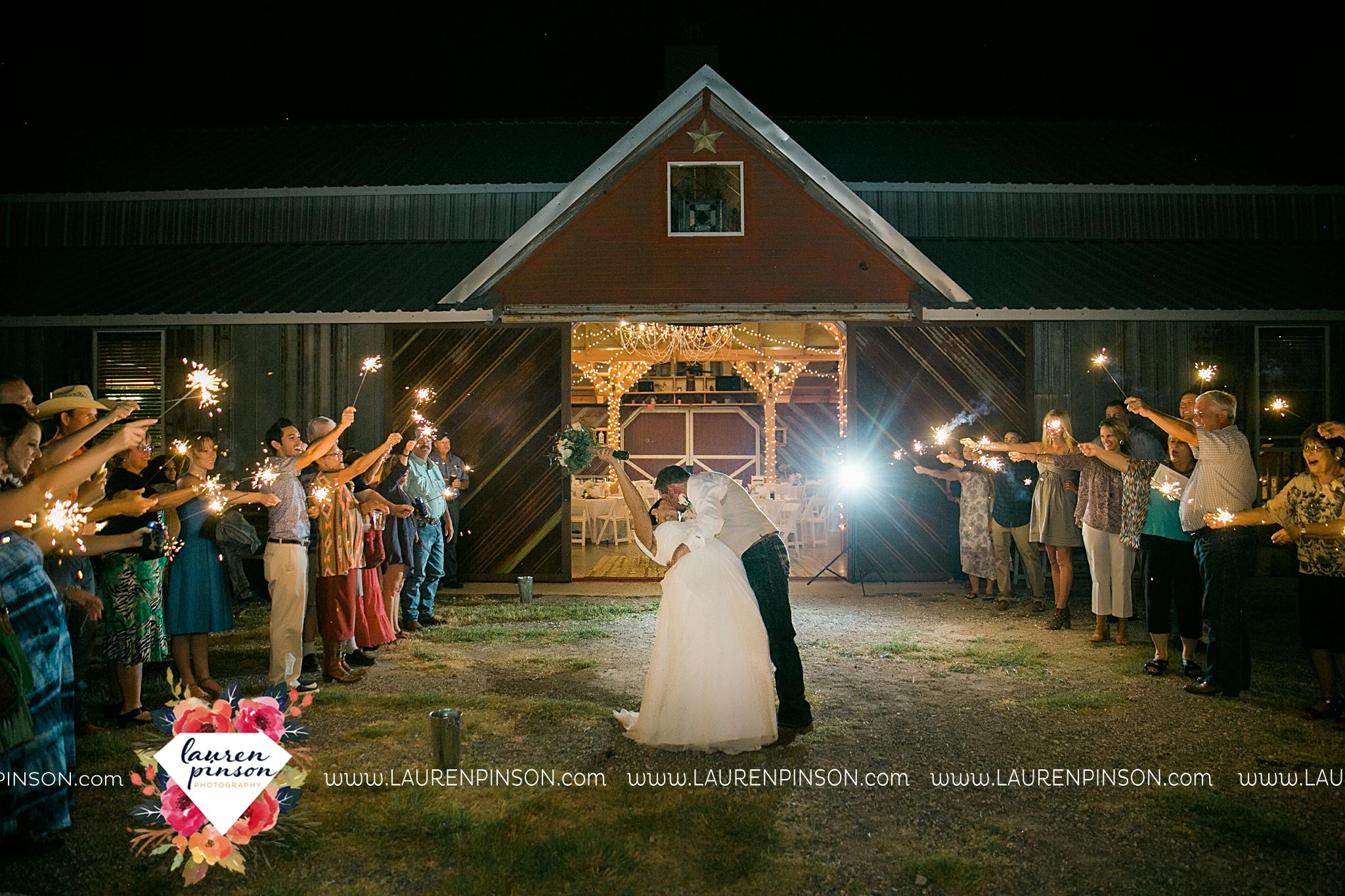 jones-barn-willow-creek-ranch-wedding-in-cleburne-texas-fort-worth-dfw-wichita-falls-wedding-photography_3269.jpg