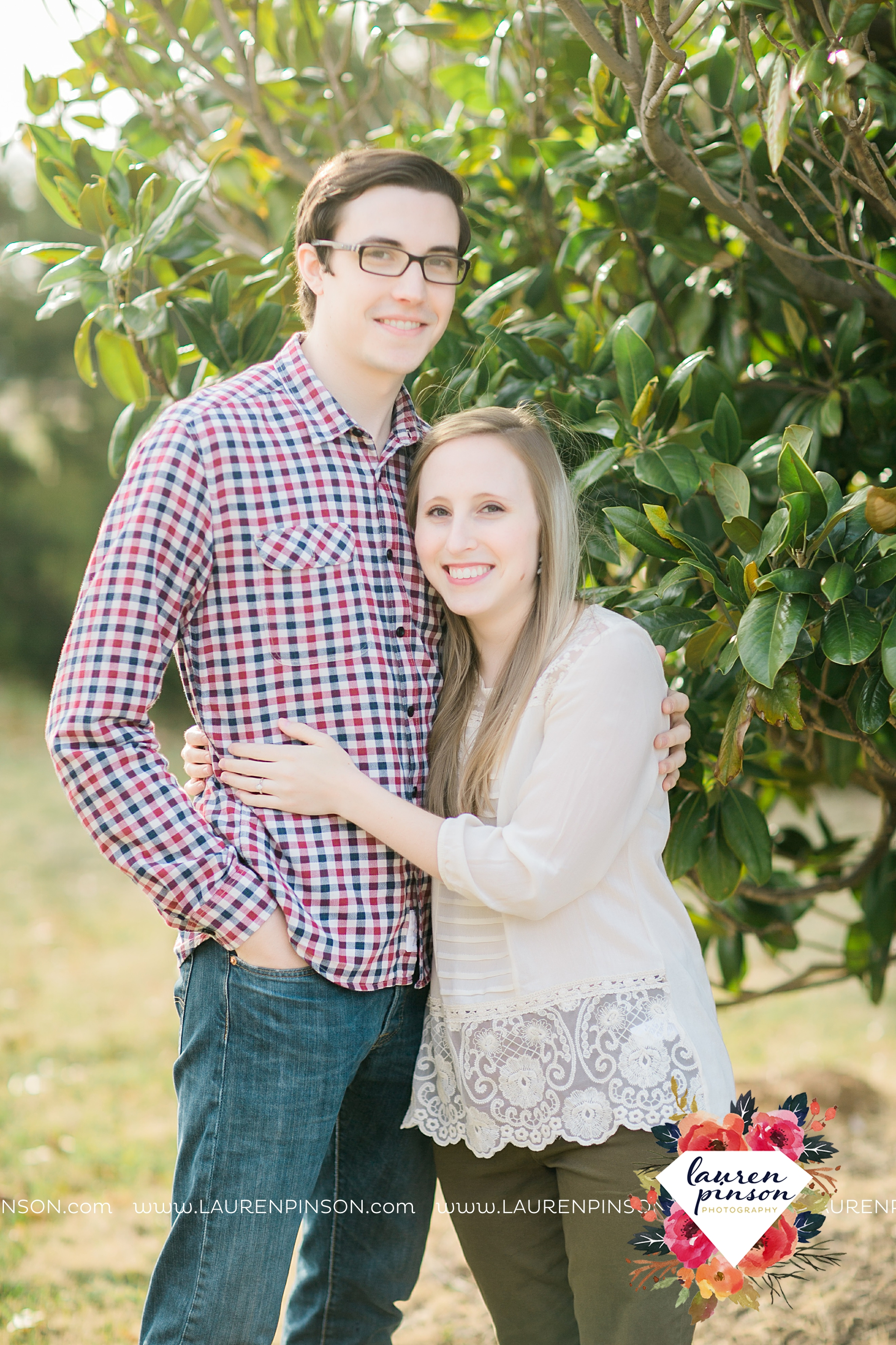 katie-and-joshua-frank-and-joes-wichita-falls-engagement-session-lake-wichita-park-lauren-pinson-photography-00014.jpg