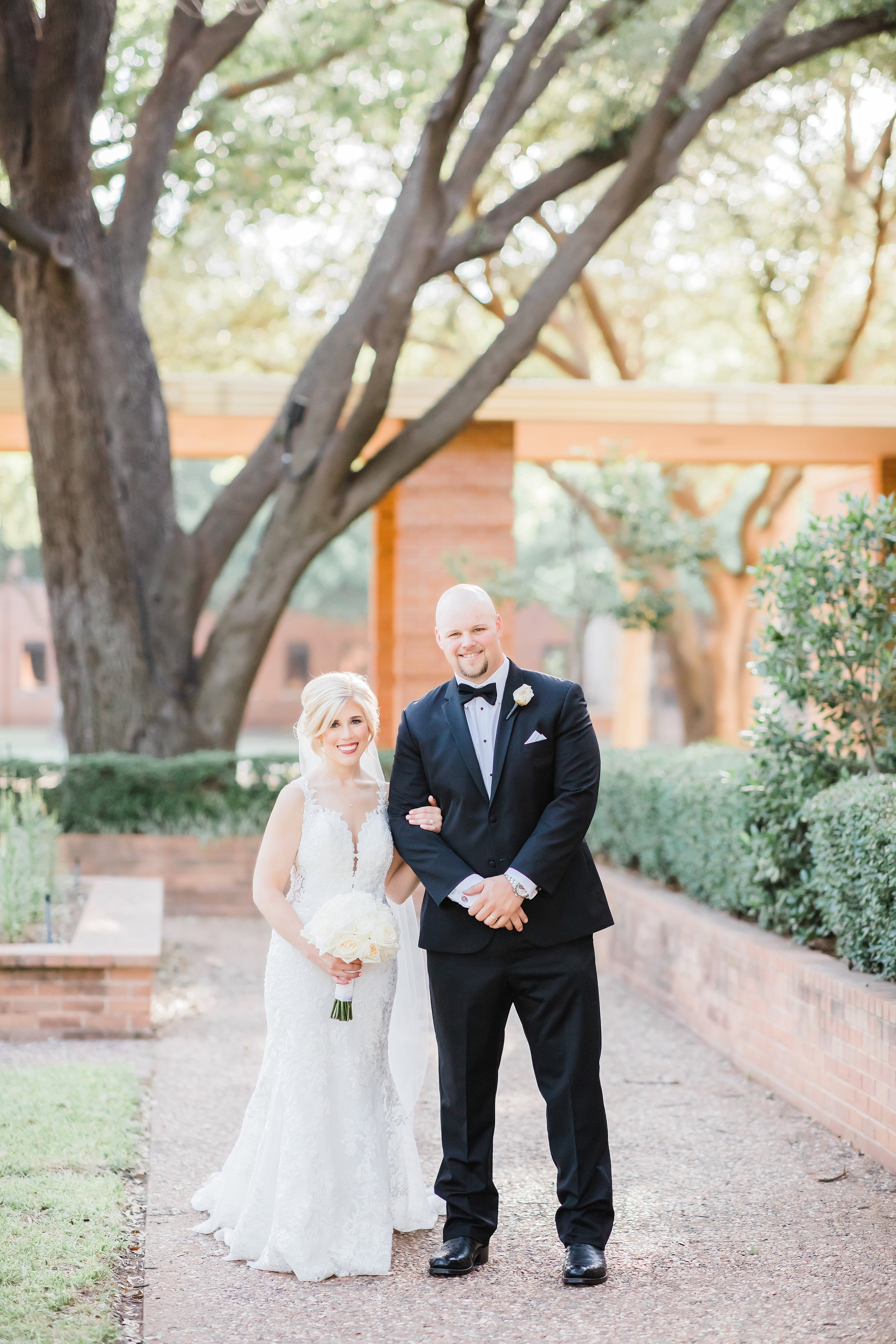 wichita-falls-country-club-wedding-first-presbyterian-church-wedding-photographer-black-white-tiffanyring-lauren-pinson-photography-00033.jpg