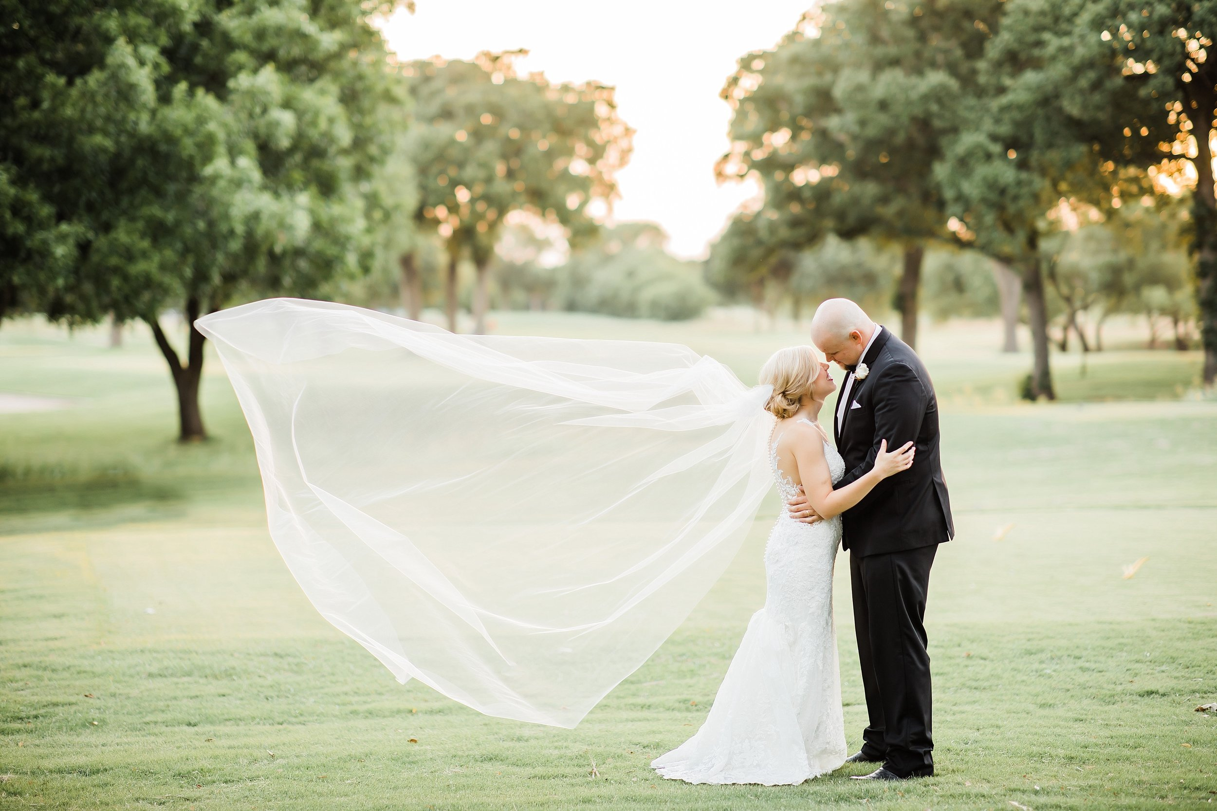 wichita-falls-country-club-wedding-first-presbyterian-church-wedding-photographer-black-white-tiffanyring-lauren-pinson-photography-00042.jpg