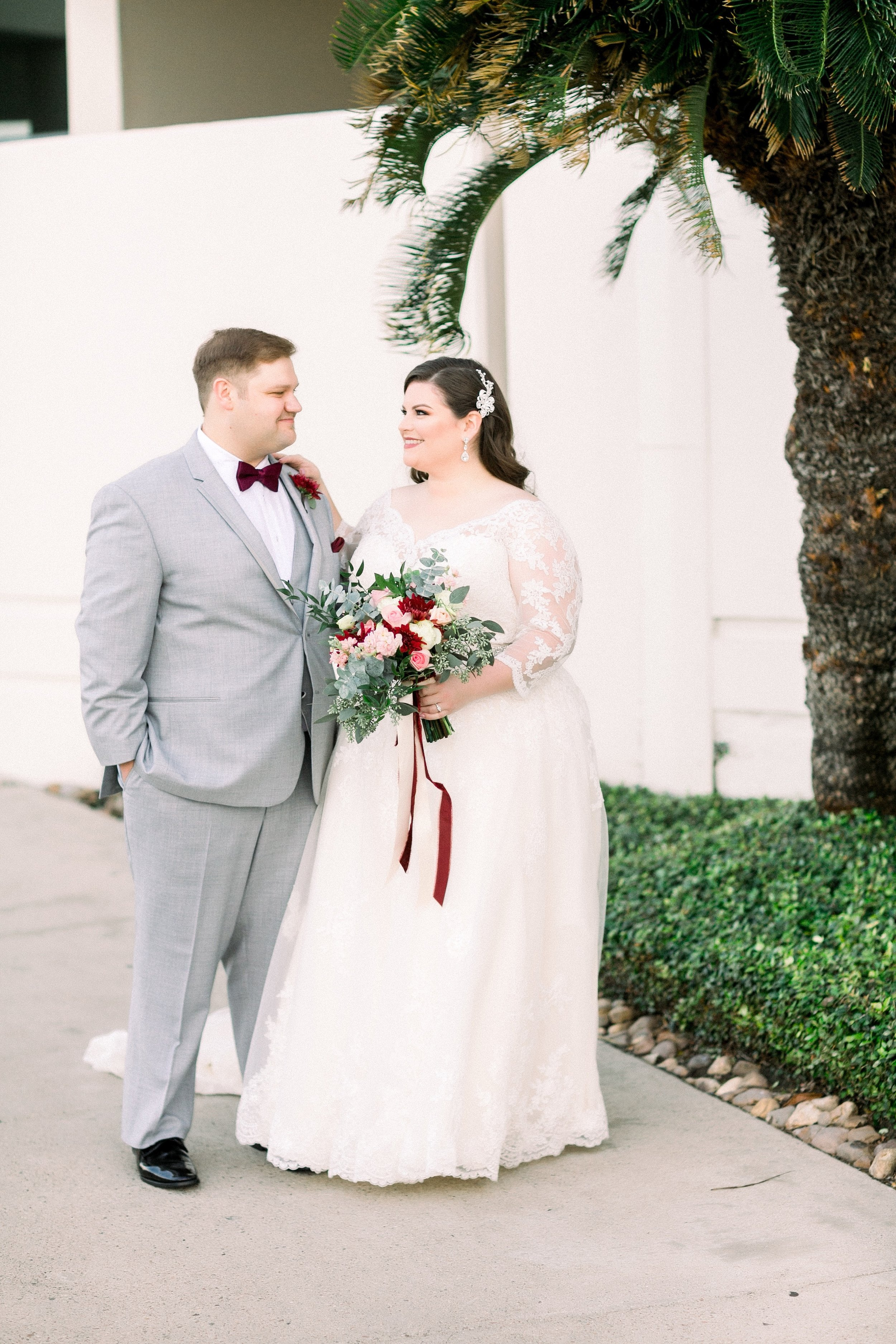 gaslight-at-courtyard-square-corpus-christi-wedding-omni-hotel-fall-winter-wedding-texas-wedding-photographer-lauren-pinson-0032.jpg