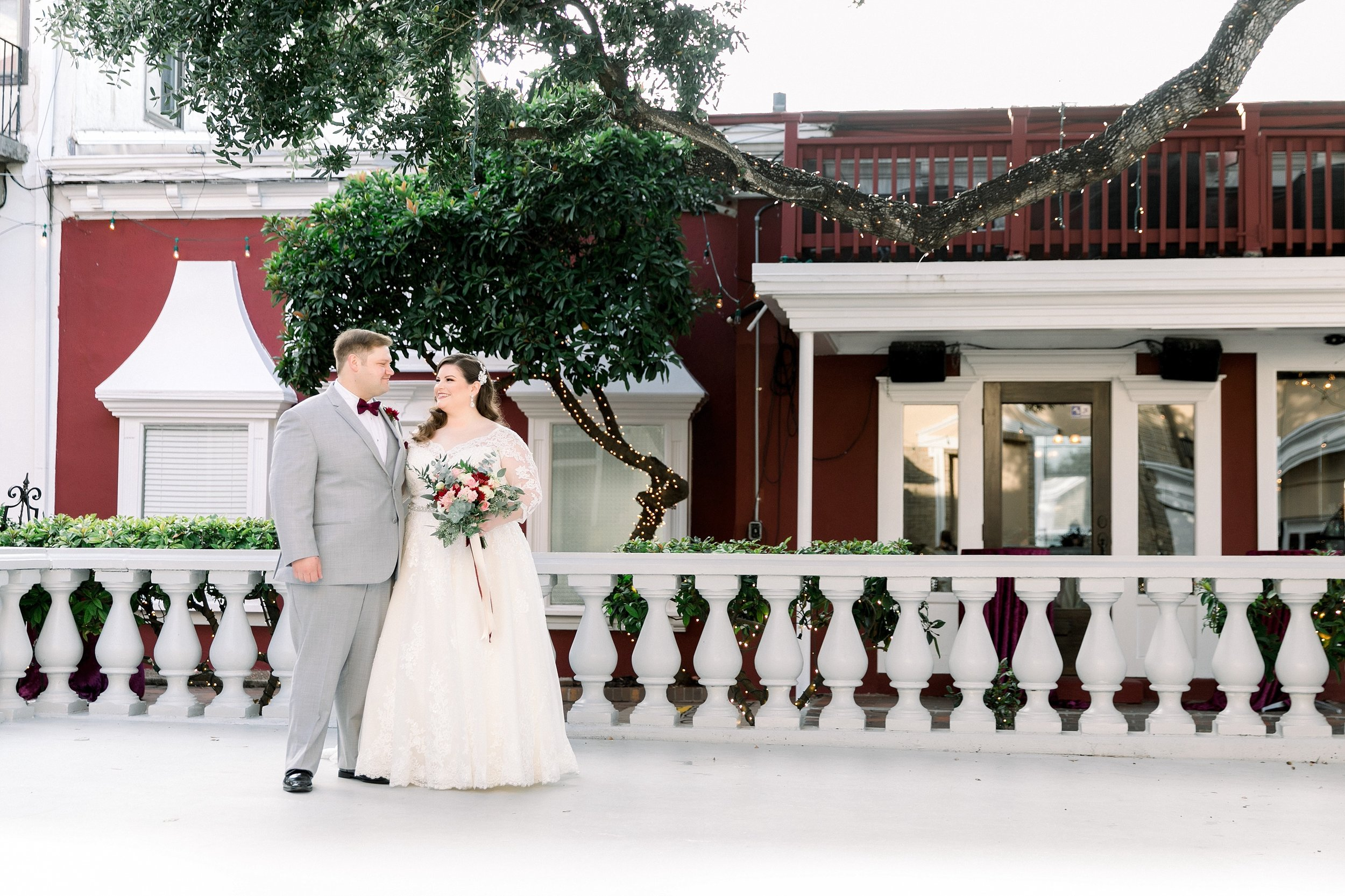 gaslight-at-courtyard-square-corpus-christi-wedding-omni-hotel-fall-winter-wedding-texas-wedding-photographer-lauren-pinson-0044.jpg