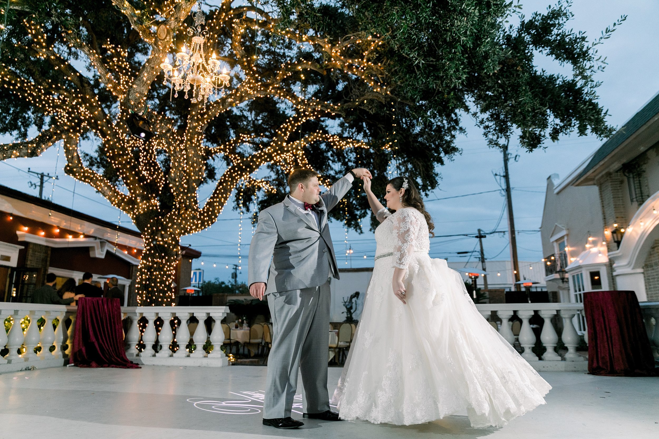 gaslight-at-courtyard-square-corpus-christi-wedding-omni-hotel-fall-winter-wedding-texas-wedding-photographer-lauren-pinson-0087.jpg