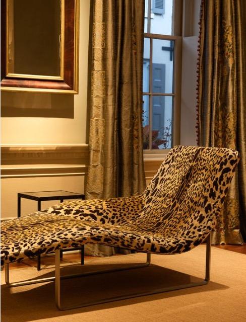 Leopard velvet chaise longue
