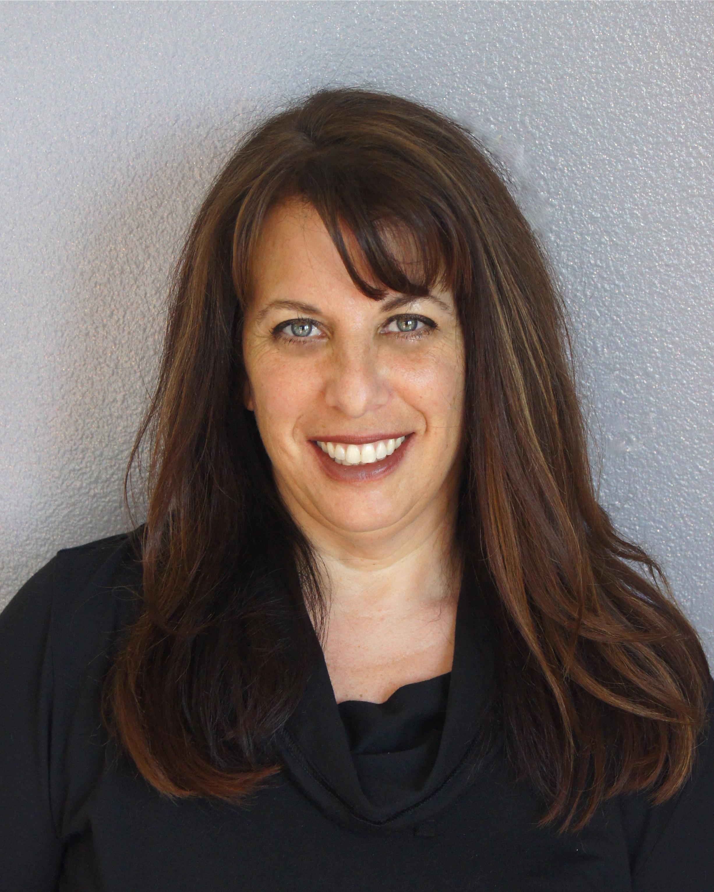 Lisa Suennen headshot 6.16.14.jpeg