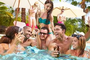 For adults, a swimming pool and alcoholic beverages are a combustible mix. (Photo: iStock)