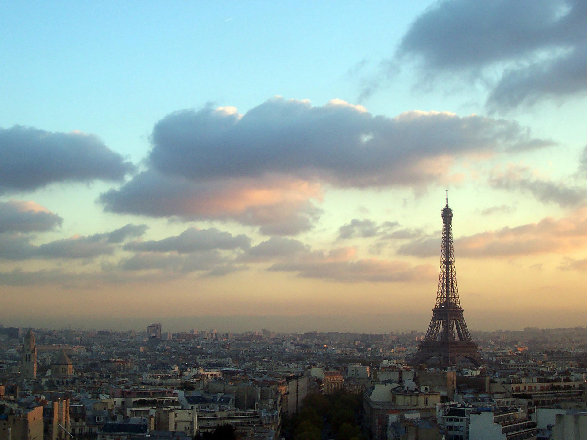 Arch de Eiffel Tower.jpg