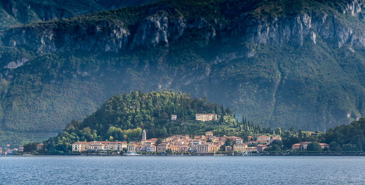 Ahhh...bella Bellagio -- we are at the Cadenabia stop and Bellagio is just across the lake and it's next!