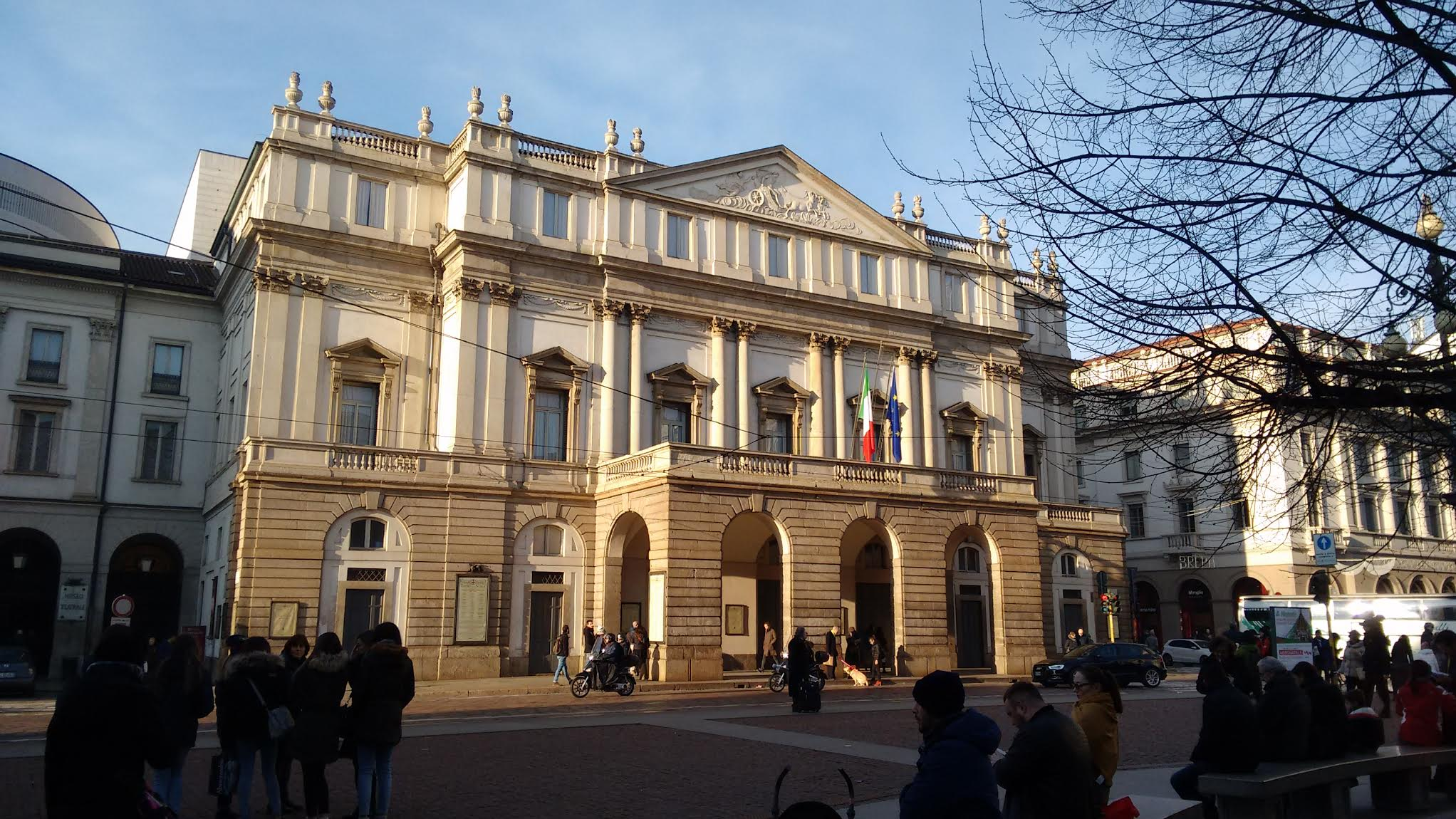La-Scala-Opera-House-and-Theater-in-Milan-Italy.jpg