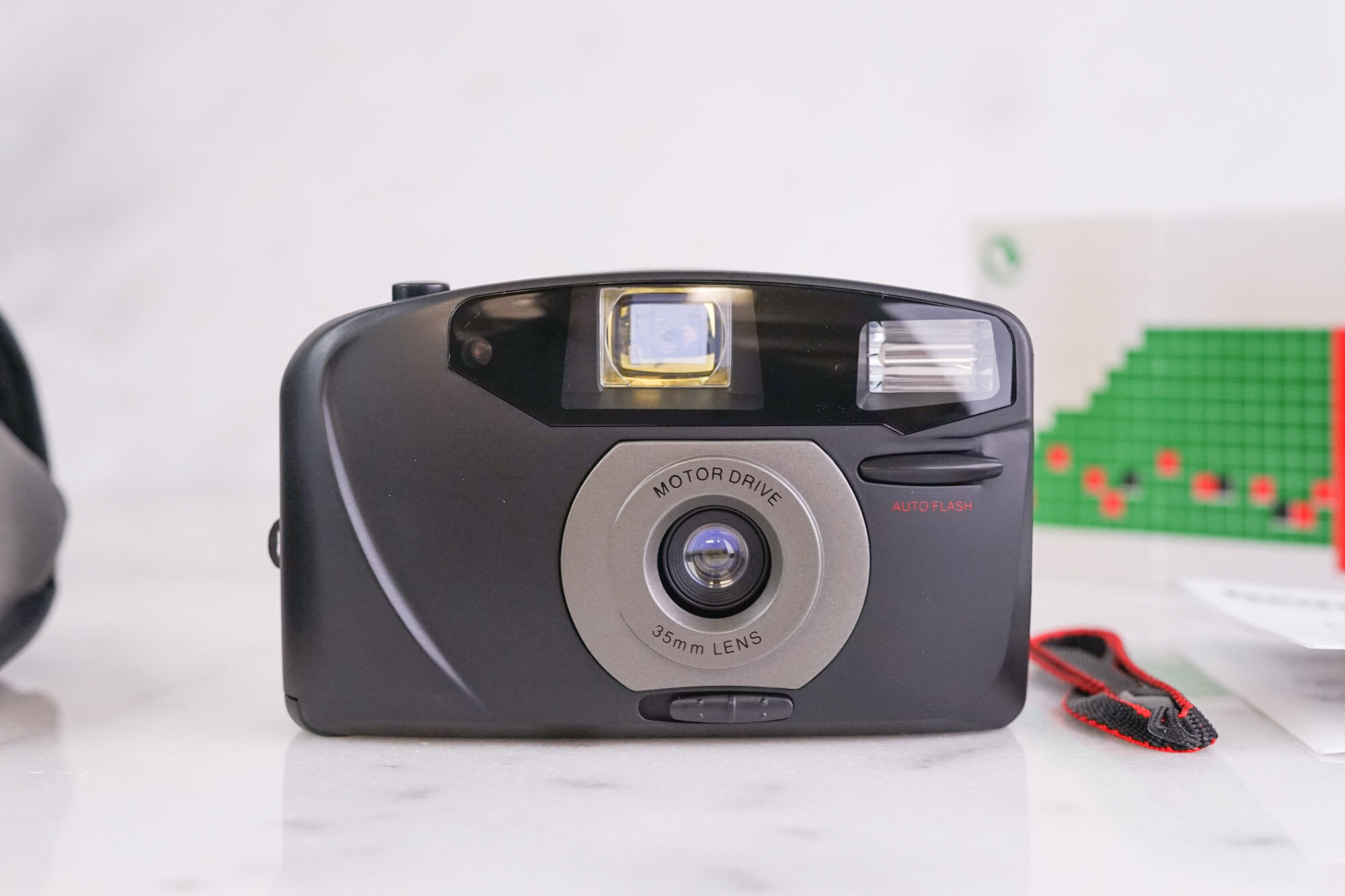 35mm Camera SLRWith 2 LensesFlash n PaperworkNice Compact 35mm Camera