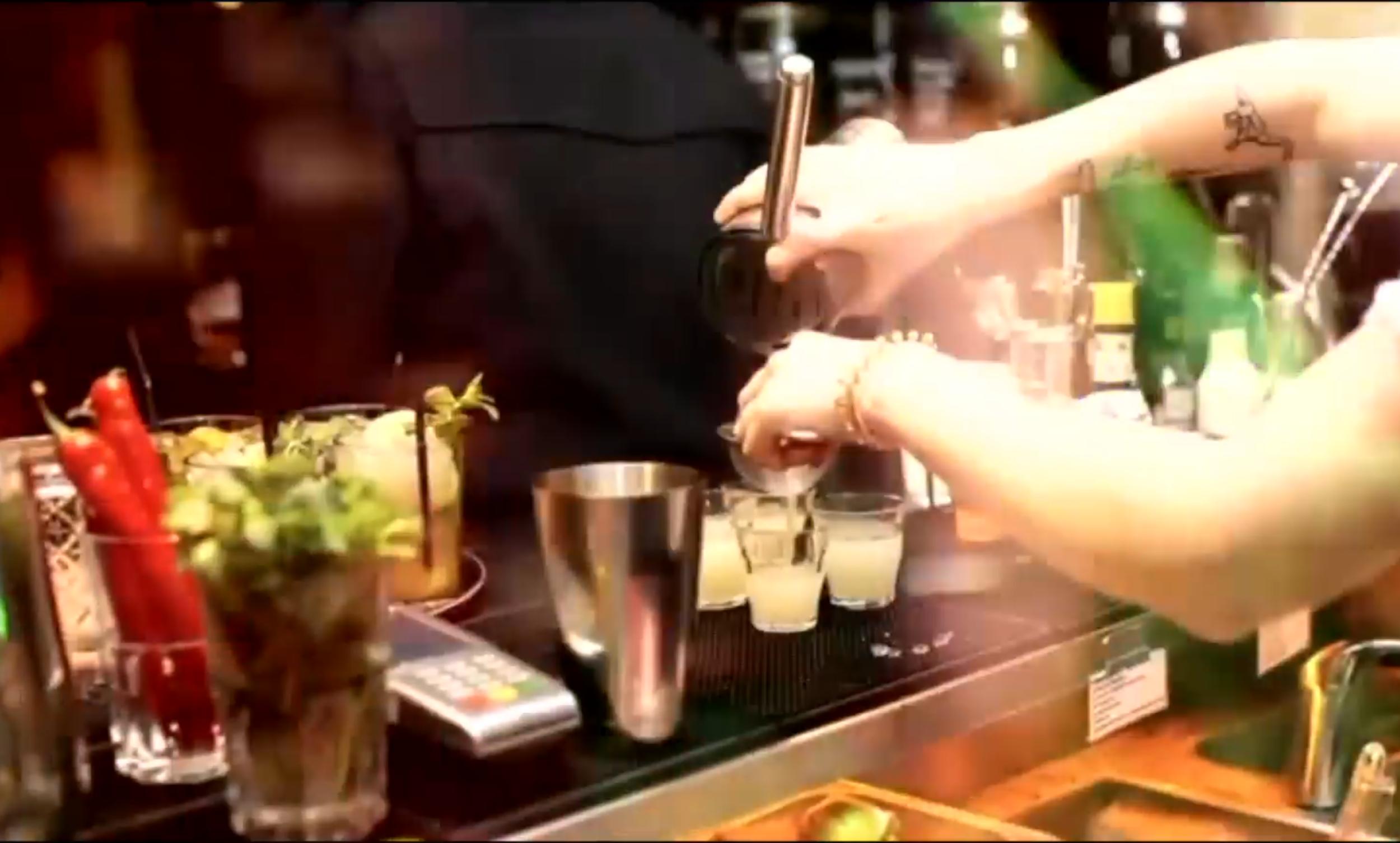 cocktails med Patrick dating Craigslist dating Atlanta Georgia