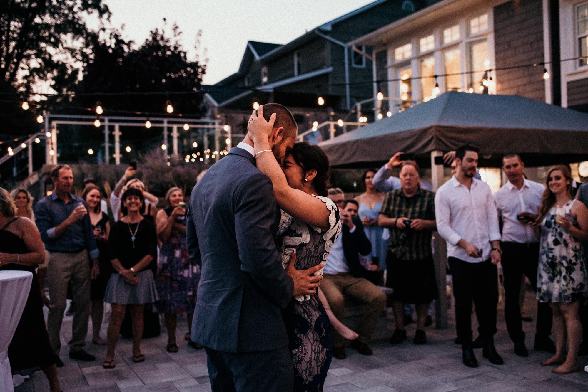 fraser-cottage-grand-bend-wedding-photographer-106.jpg