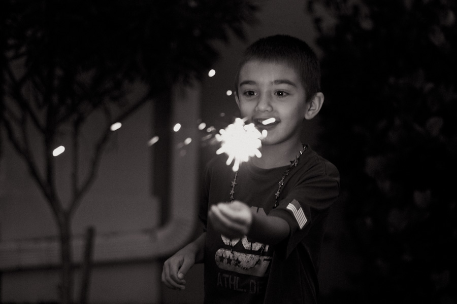 sparklers black and white photography => tracy-larsen.com/blog