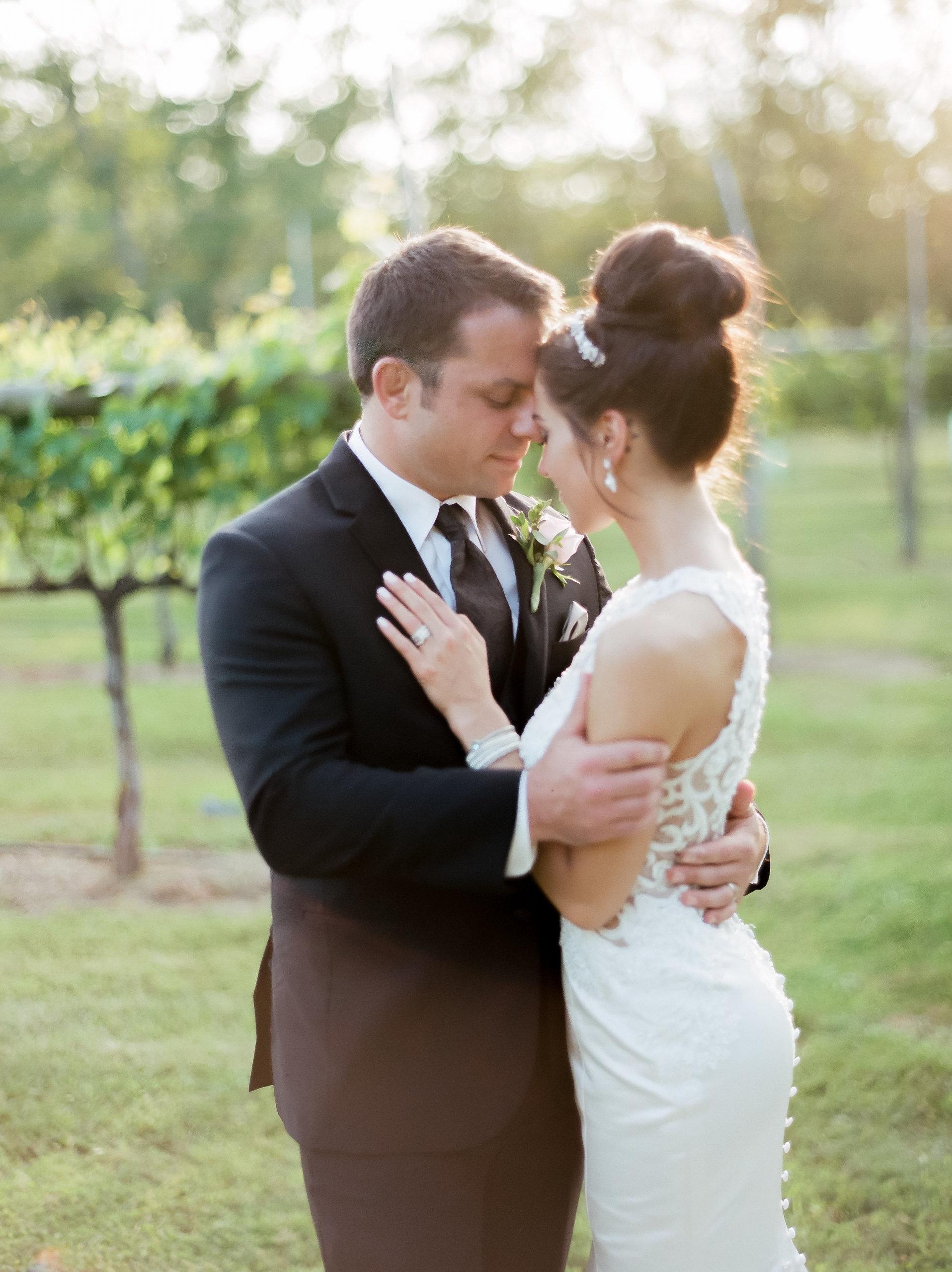 MagdalenaStudios_WeddingPhotographer_WillowCreekWinery_CarissaJoe-463.jpg