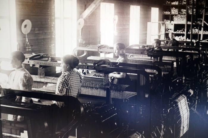 Det var mange kvinnelige arbeidsplasser på fabrikken.